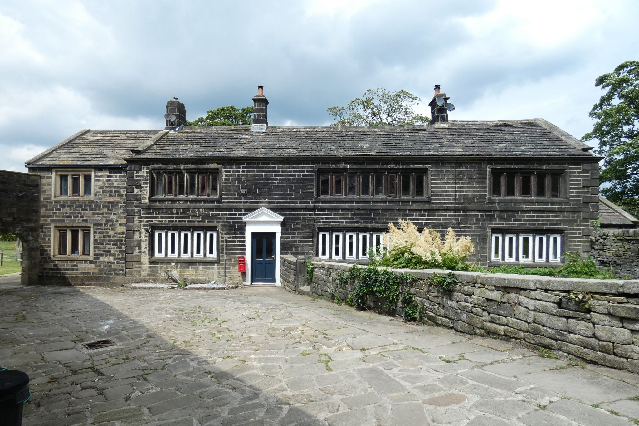 5 bedroom link detached house For Sale in Todmorden - Photograph 4