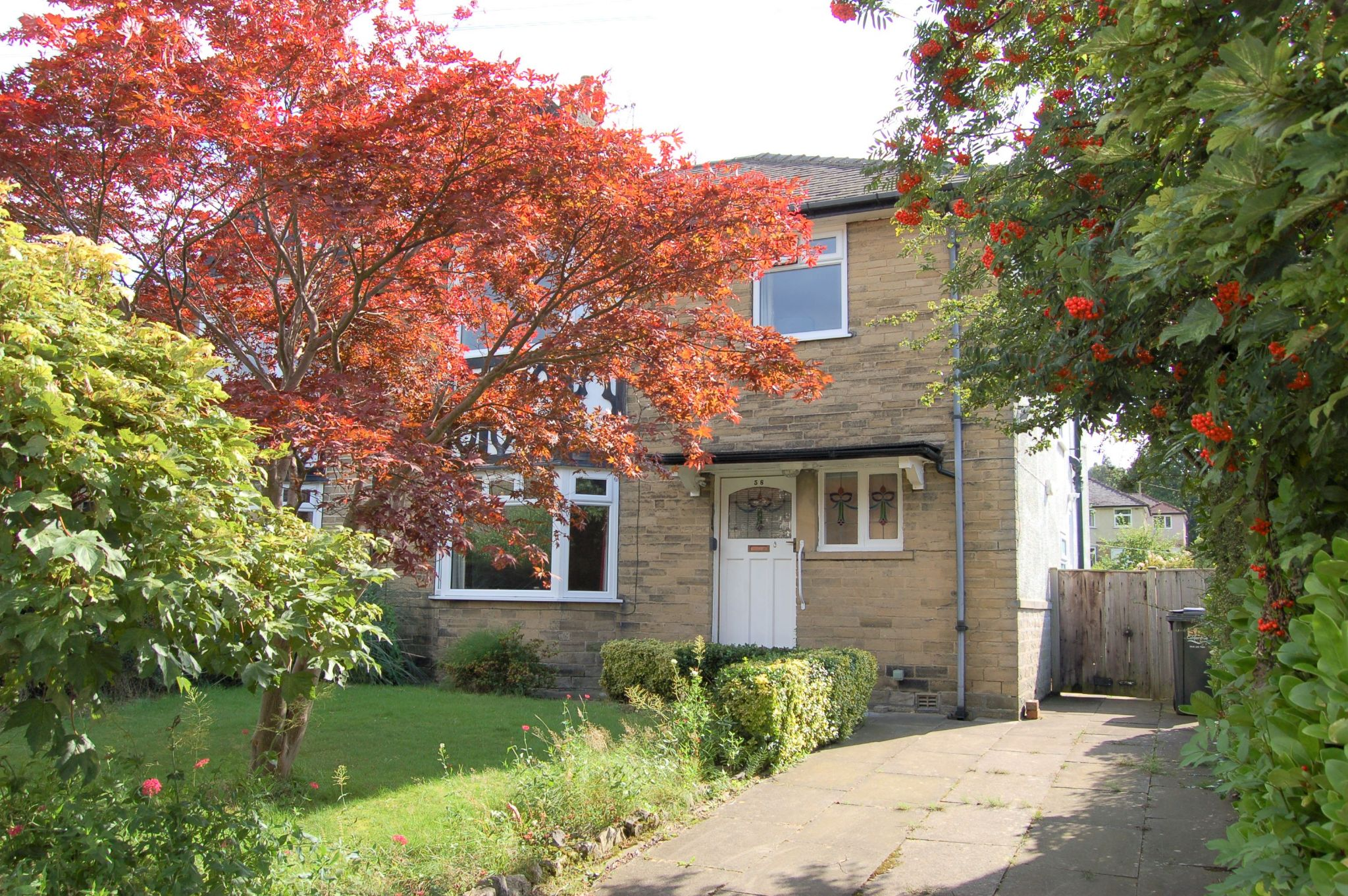 4 bedroom semi-detached house For Sale in Mytholmroyd - Property photograph