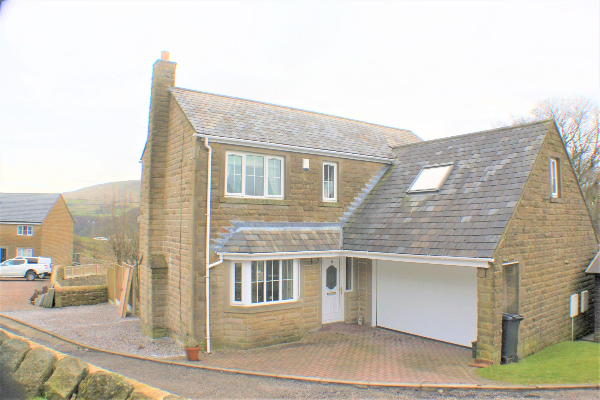 4 bedroom detached house For Sale in Todmorden - Property photograph