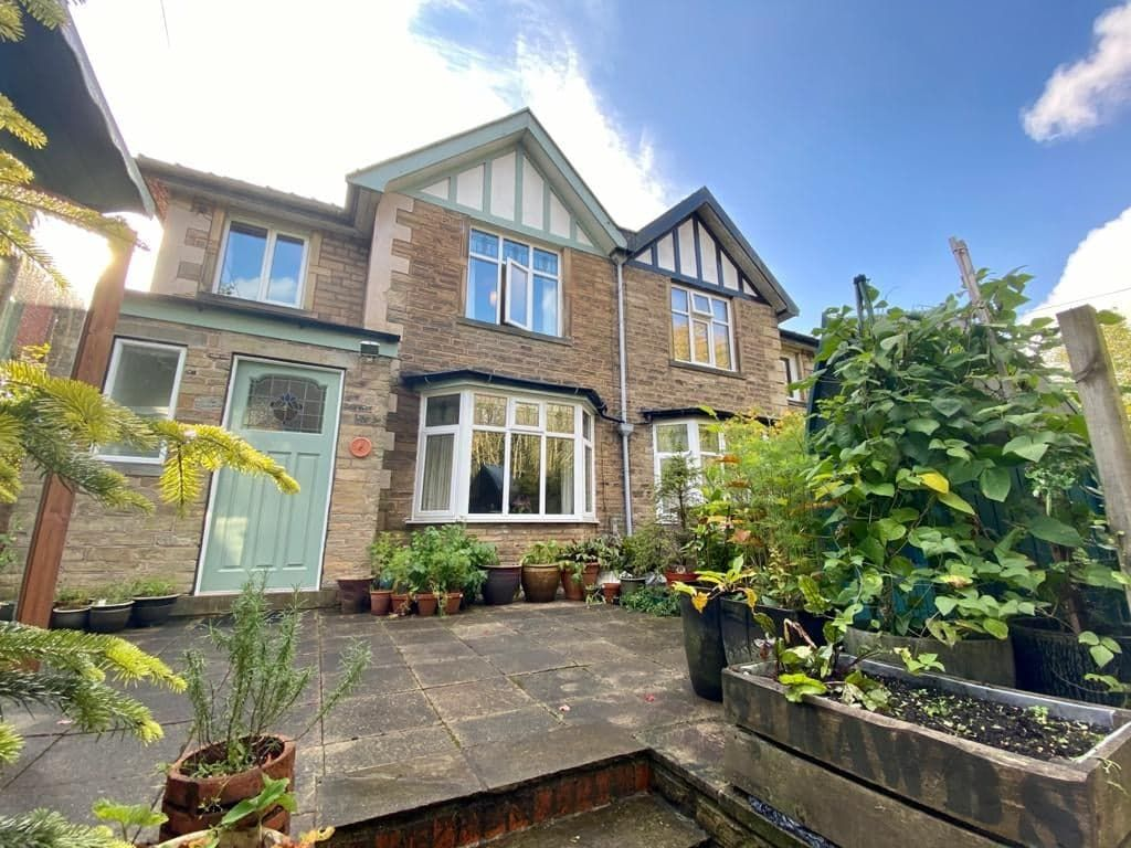 4 bedroom semi-detached house For Sale in Hebden Bridge - Property photograph