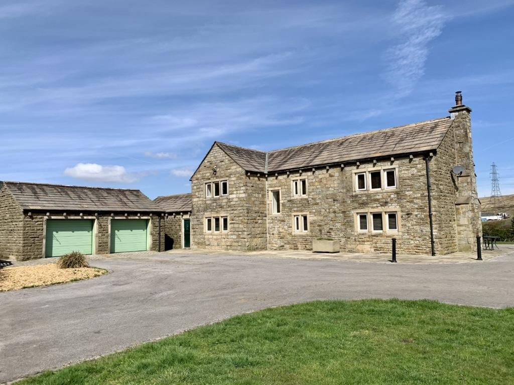 3 bedroom detached house For Sale in Todmorden - Property photograph