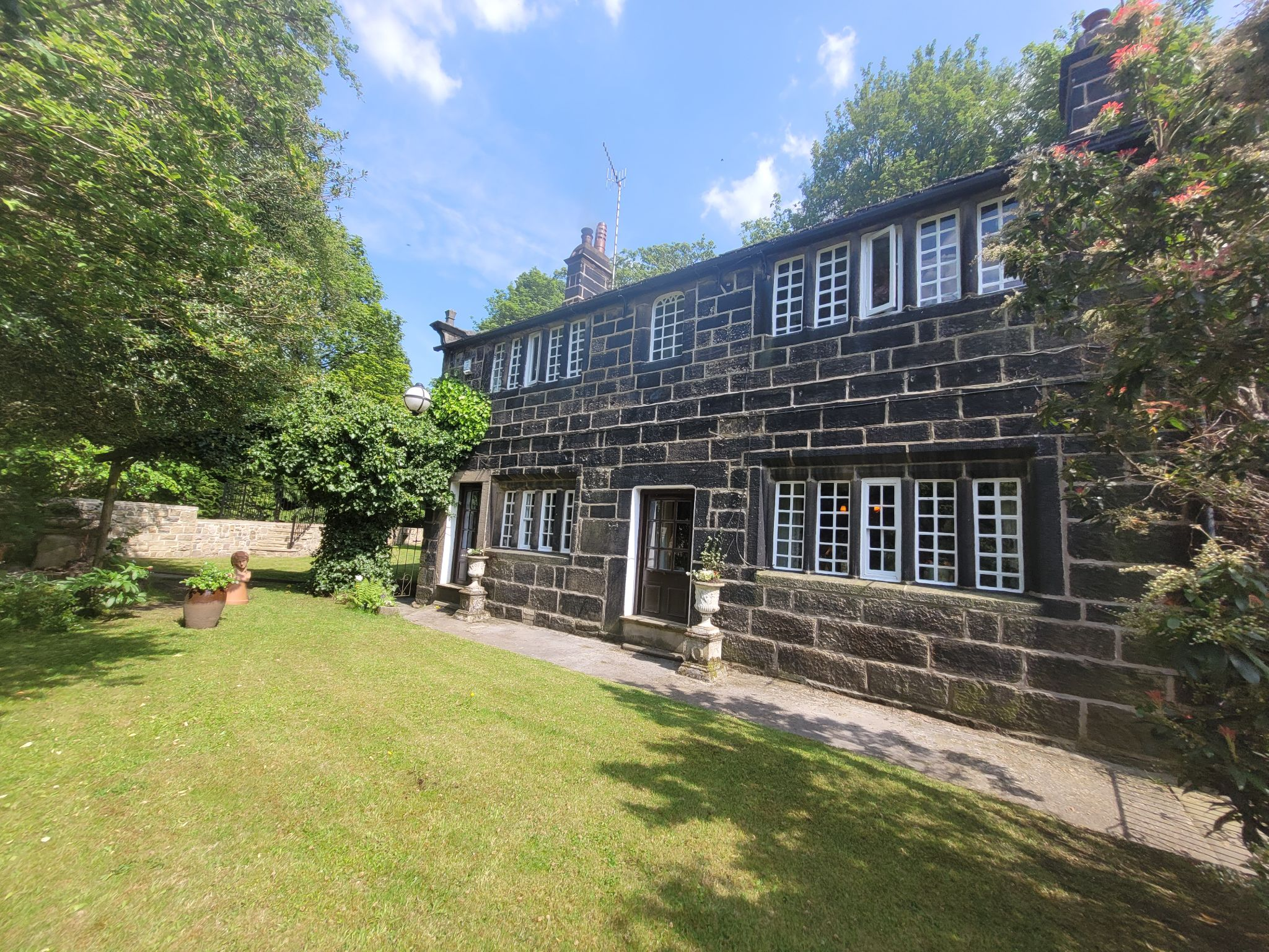 3 bedroom cottage house For Sale in Hebden Bridge - Property photograph