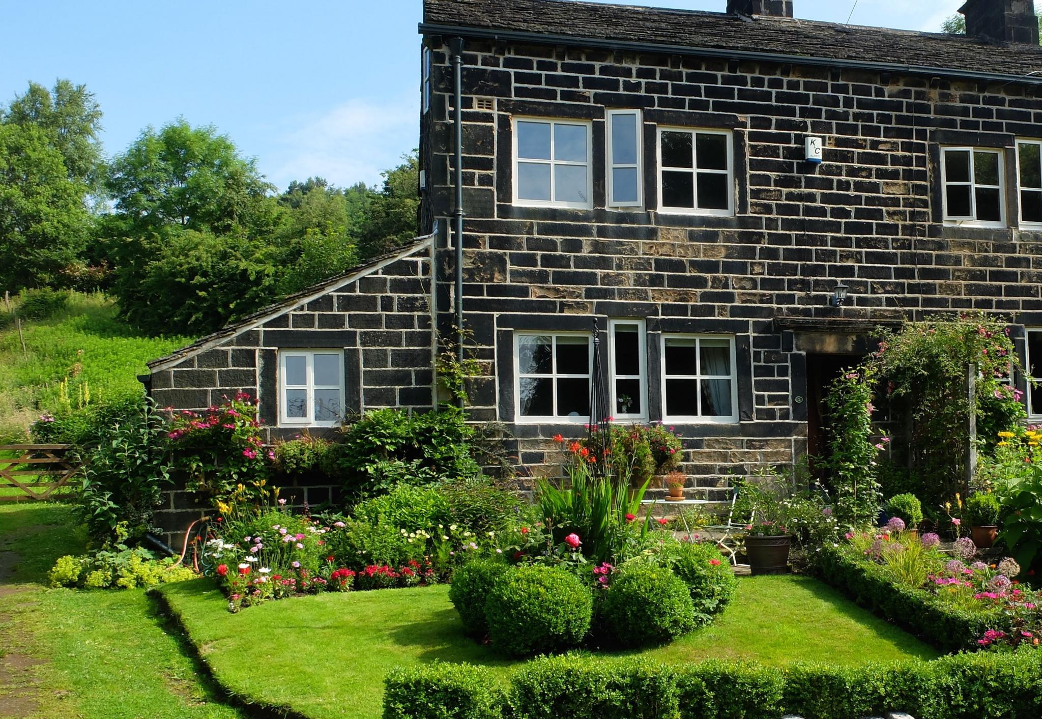 3 bedroom semi-detached house Let Agreed in Todmorden - Property photograph