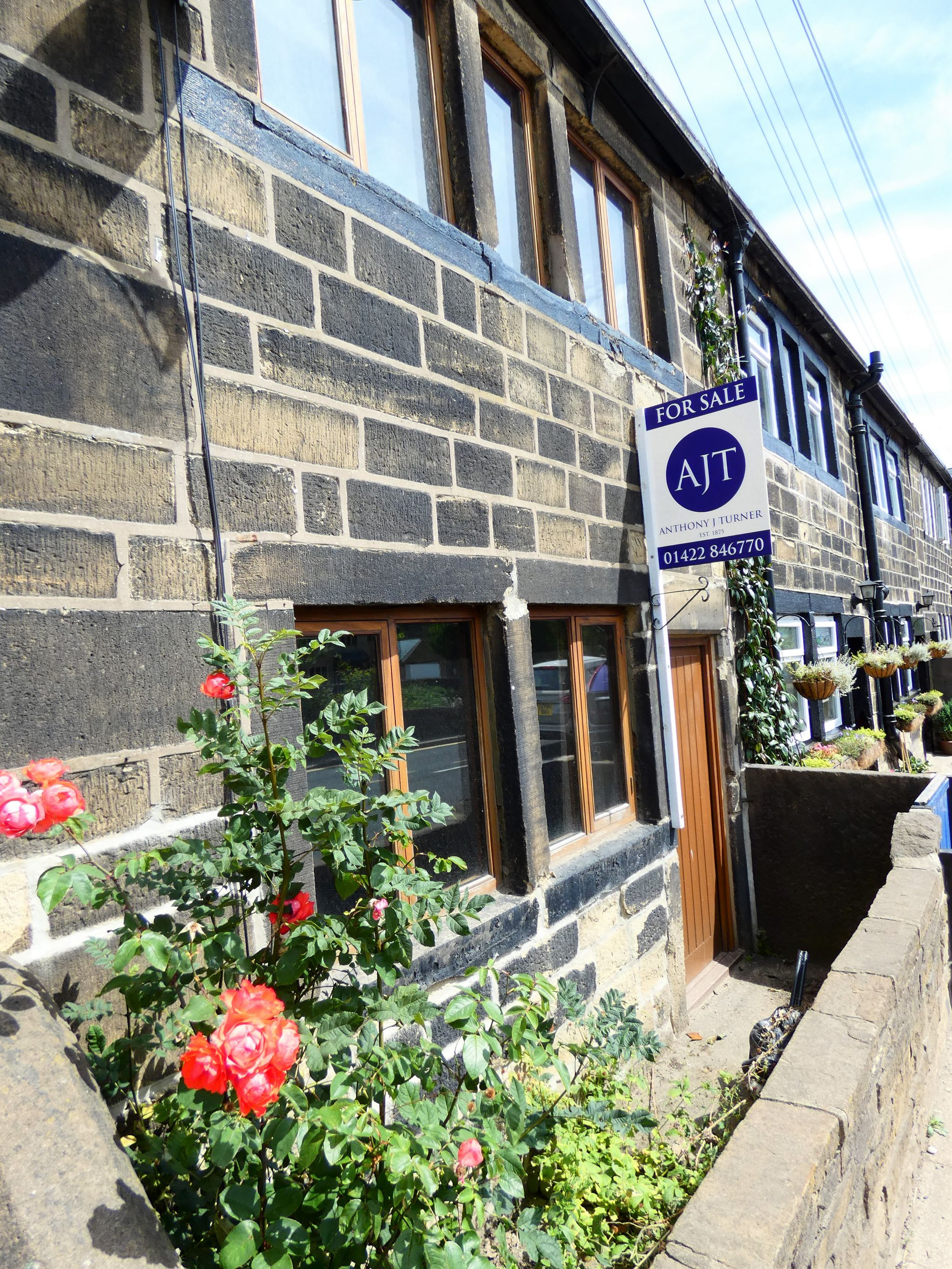 2 bedroom cottage house For Sale in Hebden Bridge - Property photograph