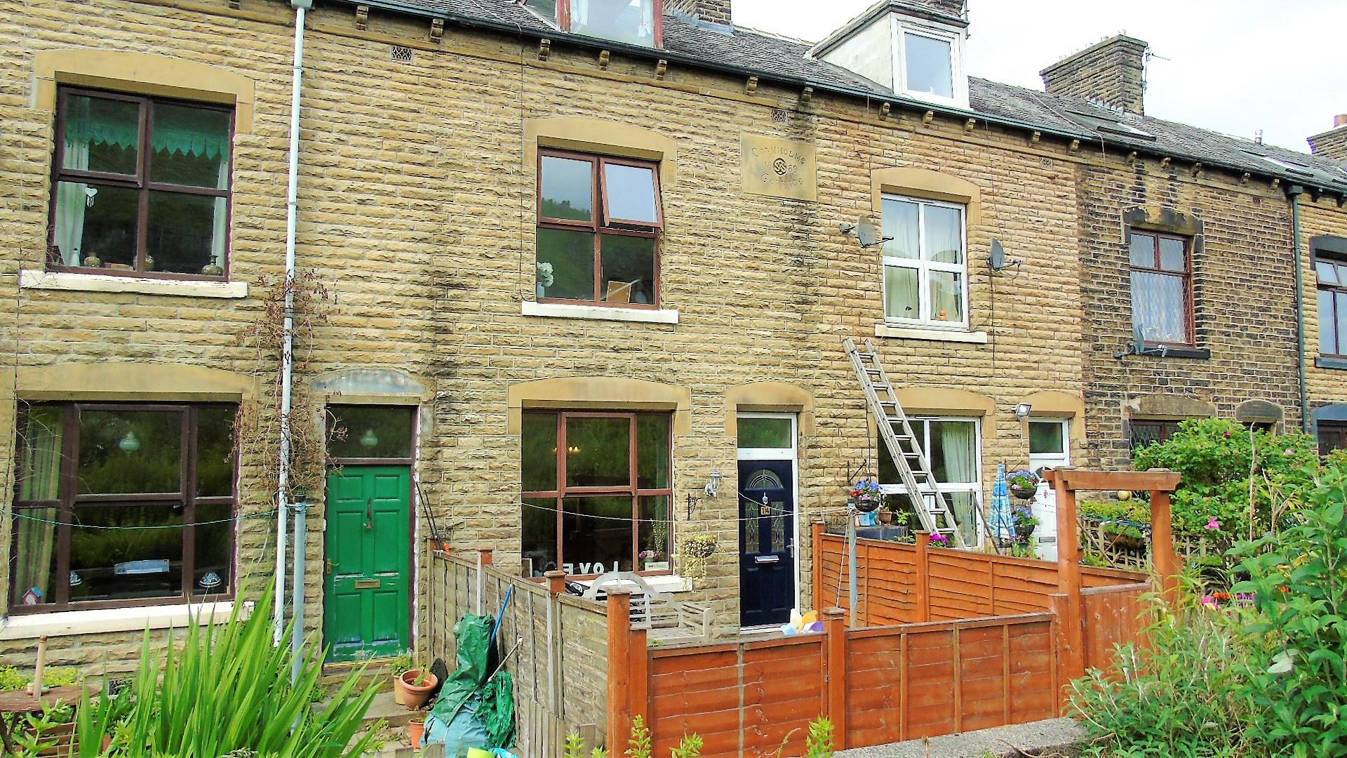 3 bedroom cottage house For Sale in Todmorden - Property photograph