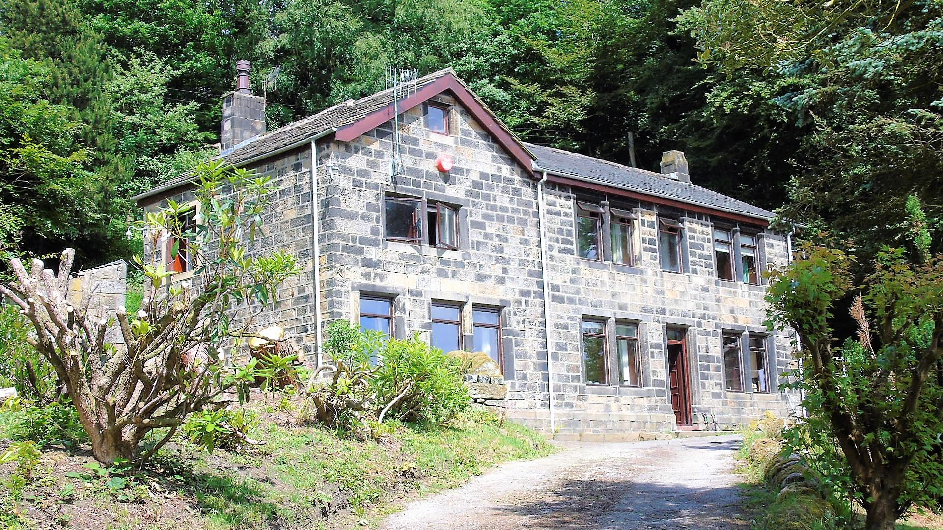 4 bedroom detached house Sale Agreed in Todmorden - Property photograph
