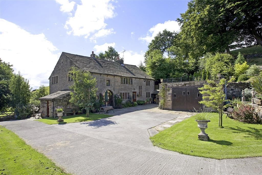 5 bedroom detached house To Let in Halifax - Property photograph