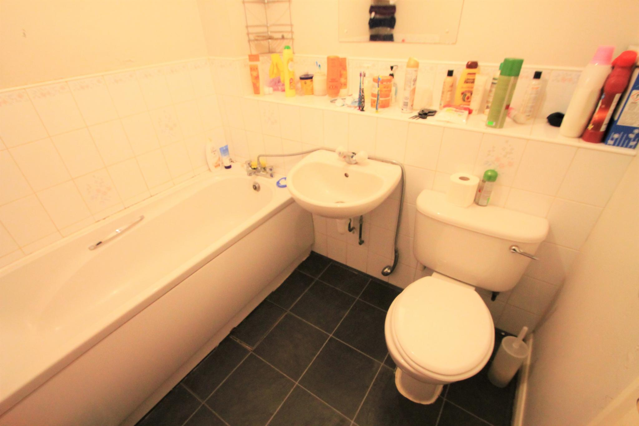 2 Bedroom Flat Flat/apartment For Sale - Bathroom