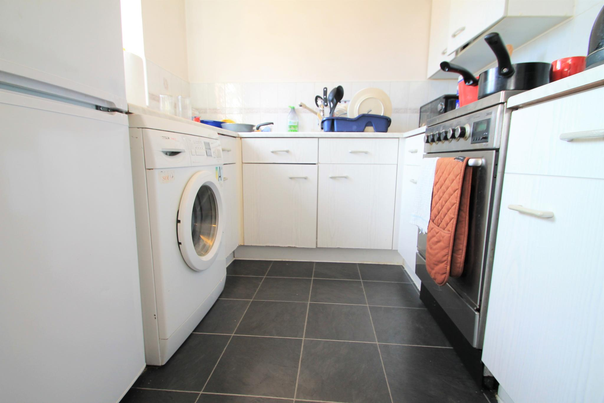 2 Bedroom Flat Flat/apartment For Sale - Kitchen