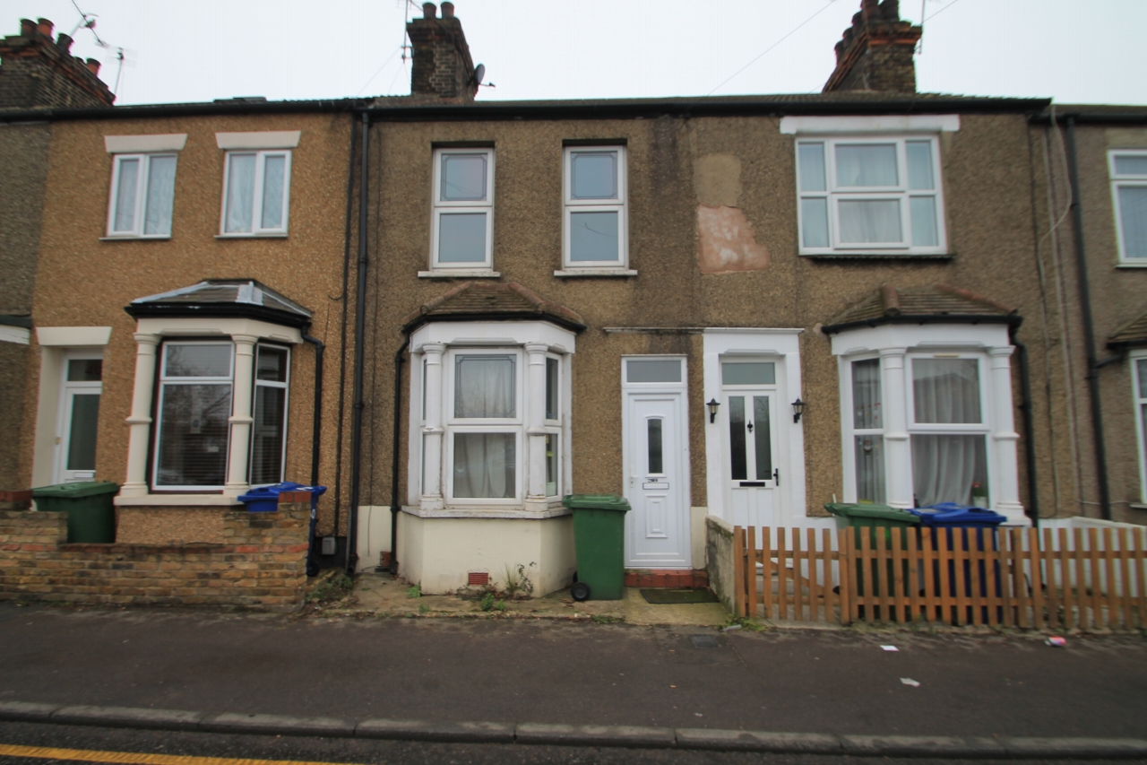 3 bedroom mid terraced house for sale in 38 whitehall lane for Terrace house 1