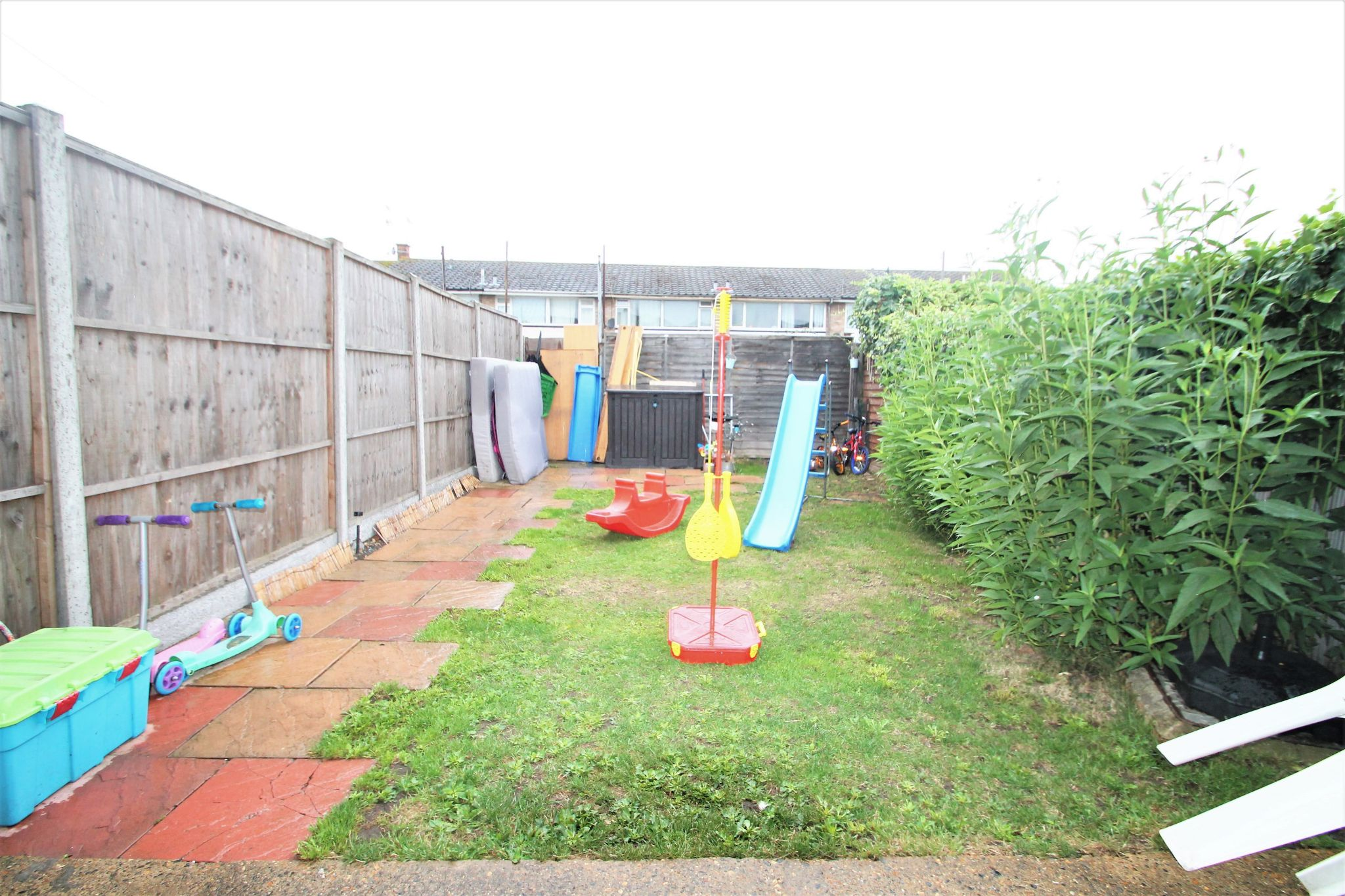 3 Bedroom Mid Terraced House For Sale - Garden