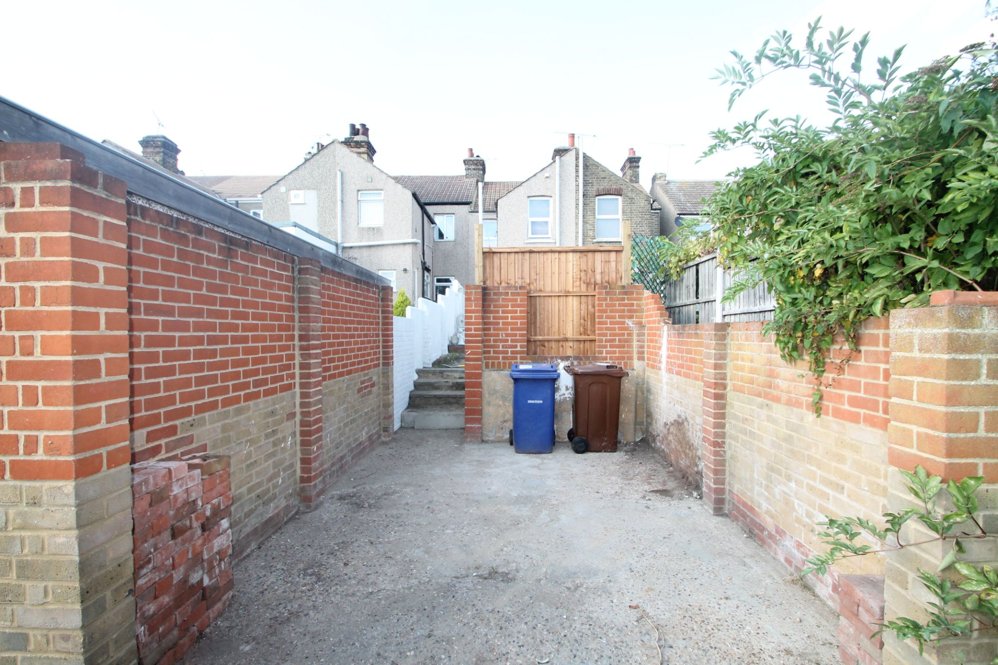 3 Bedroom Mid Terraced House For Sale - Garage Space