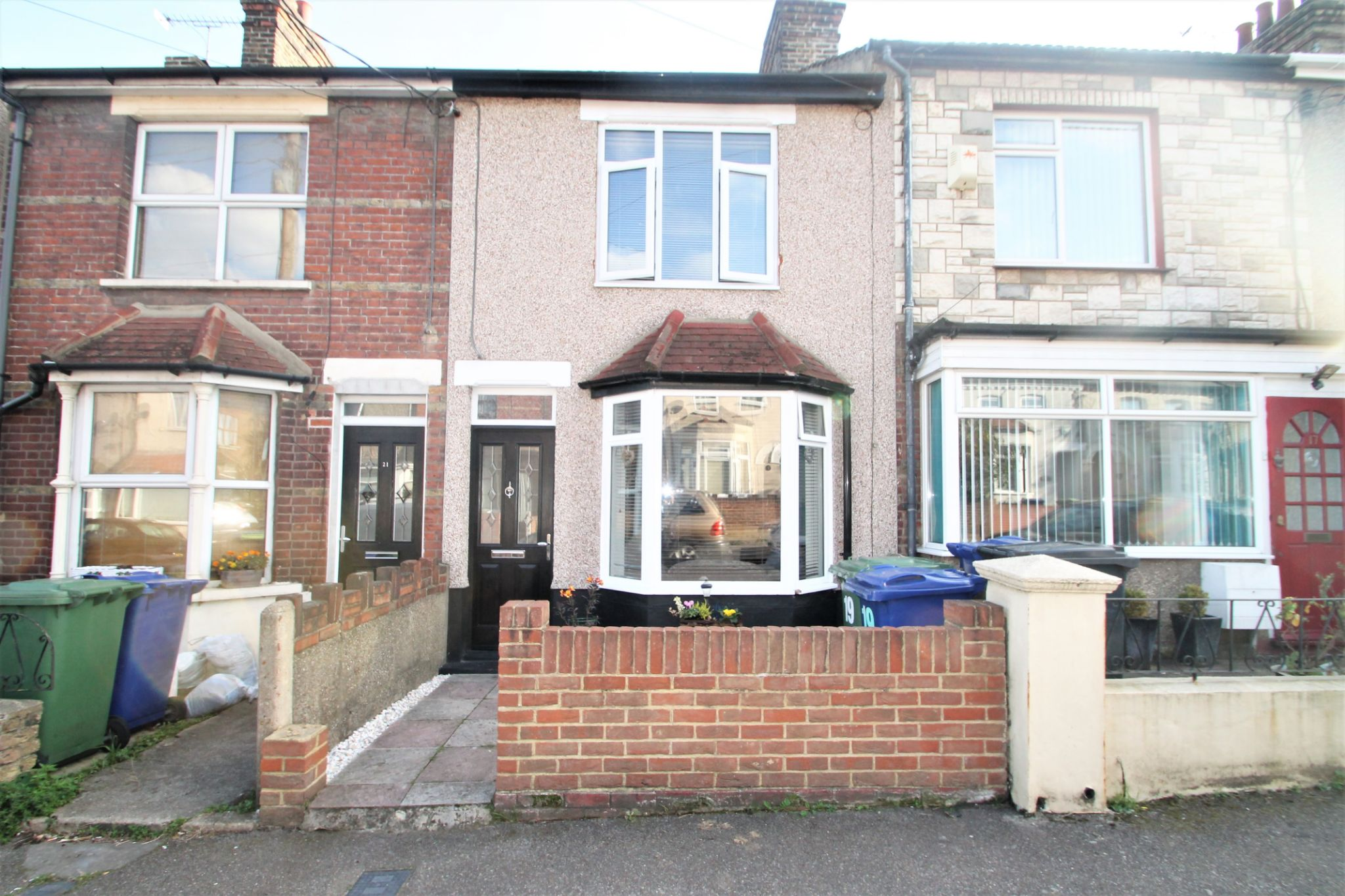 3 Bedroom Mid Terraced House For Sale - Exterior
