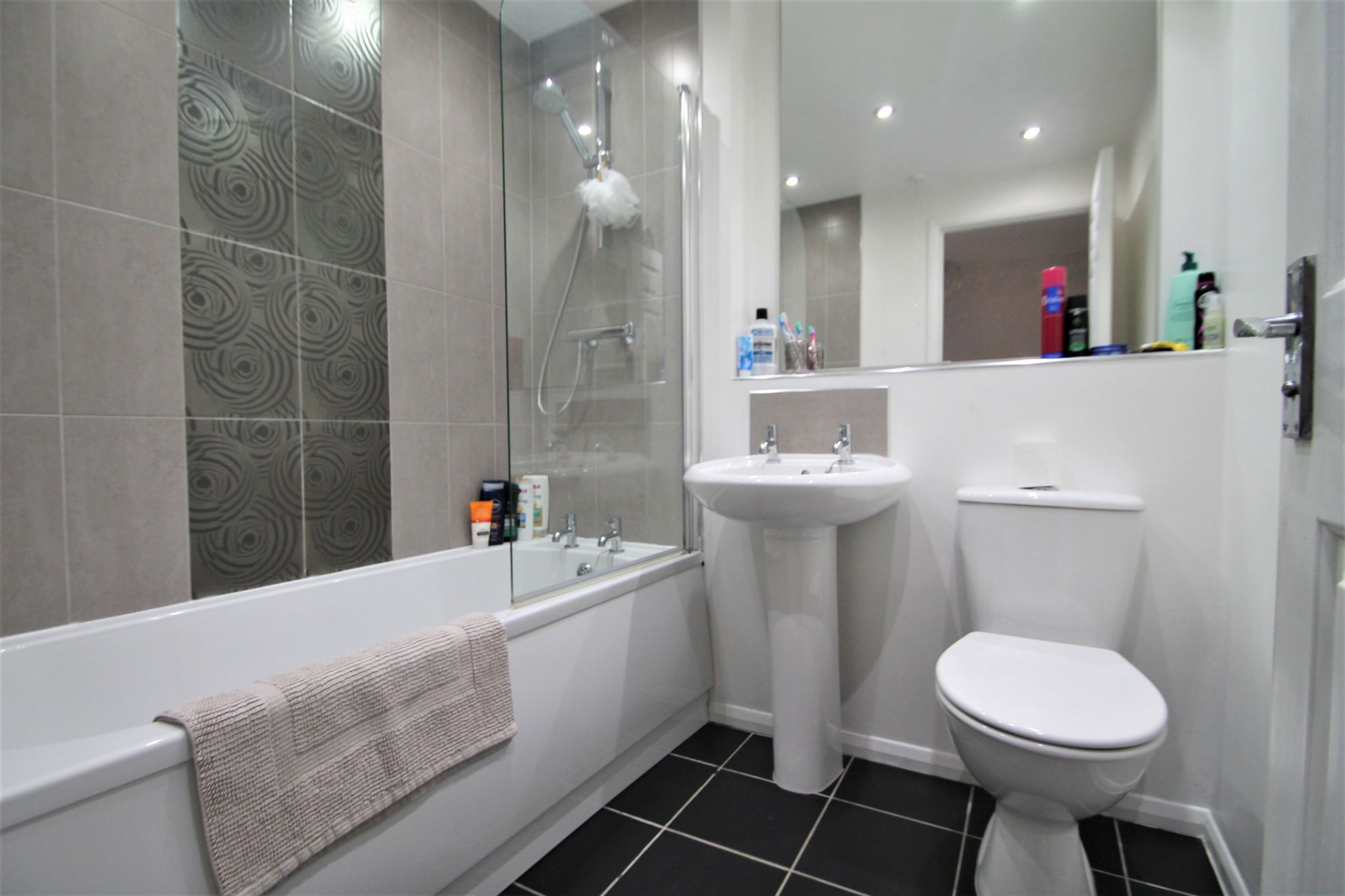 2 Bedroom Mid Terraced House For Sale - Bathroom
