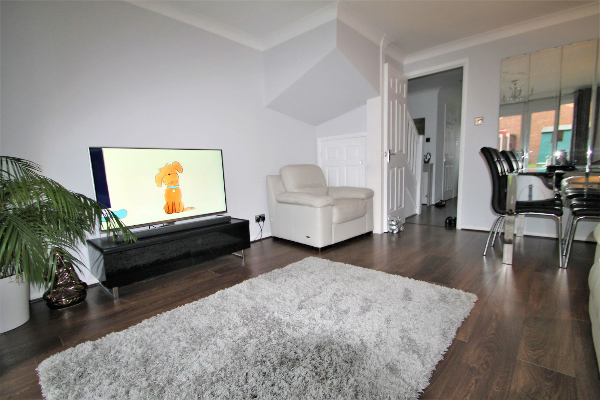 2 Bedroom Mid Terraced House For Sale - Lounge