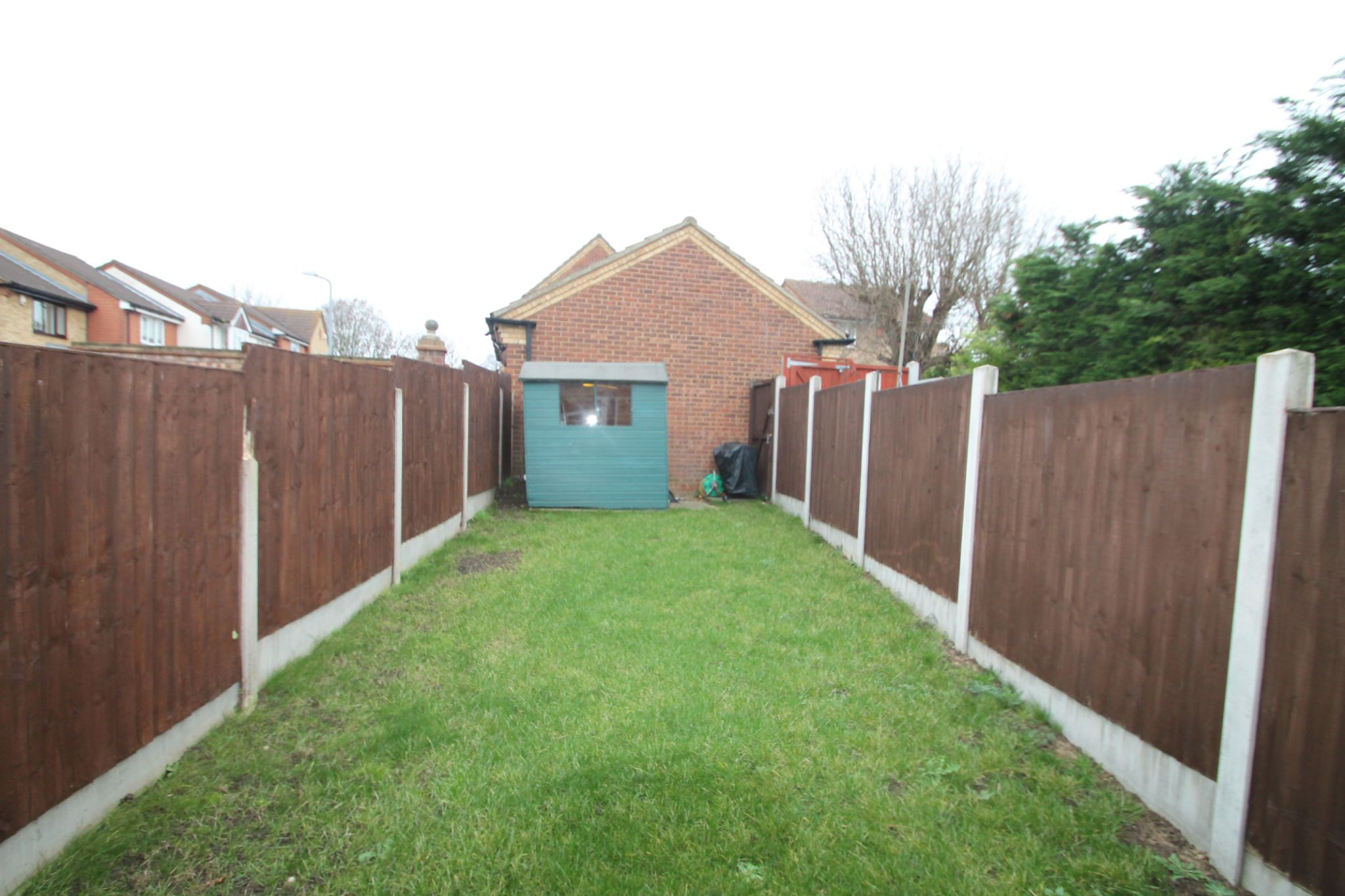 2 Bedroom Mid Terraced House For Sale - Garden