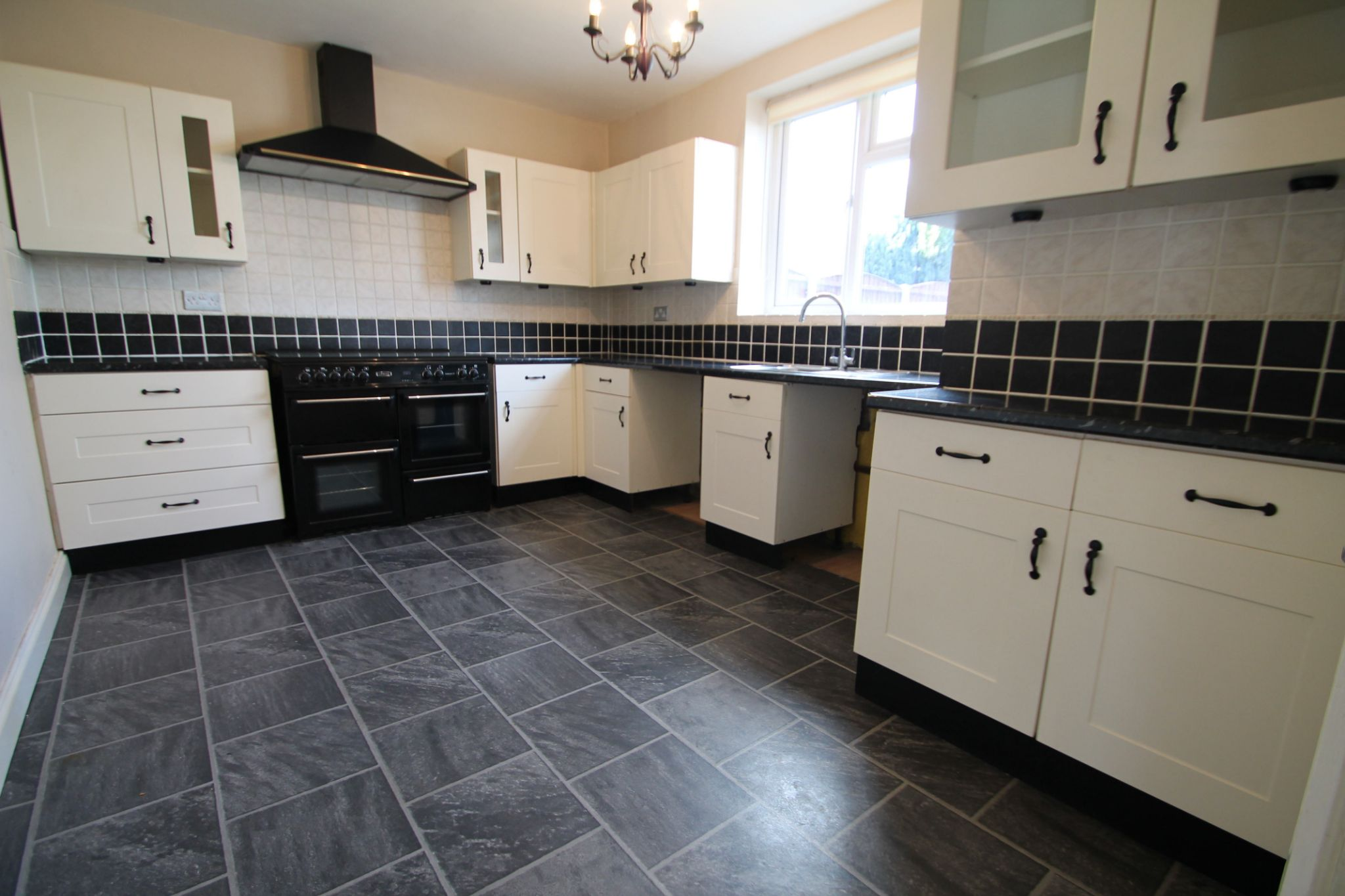 4 Bedroom Mid Terraced House For Sale - Kitchen