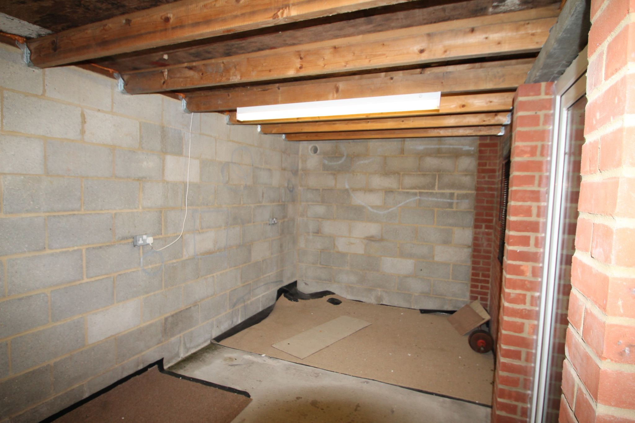 4 Bedroom Mid Terraced House For Sale - Shed