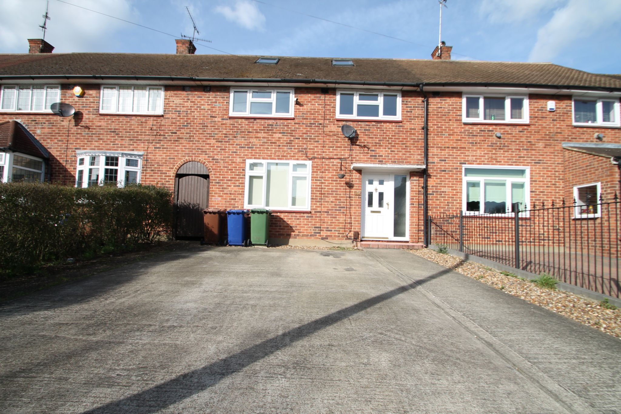 4 Bedroom Mid Terraced House For Sale - Exterior