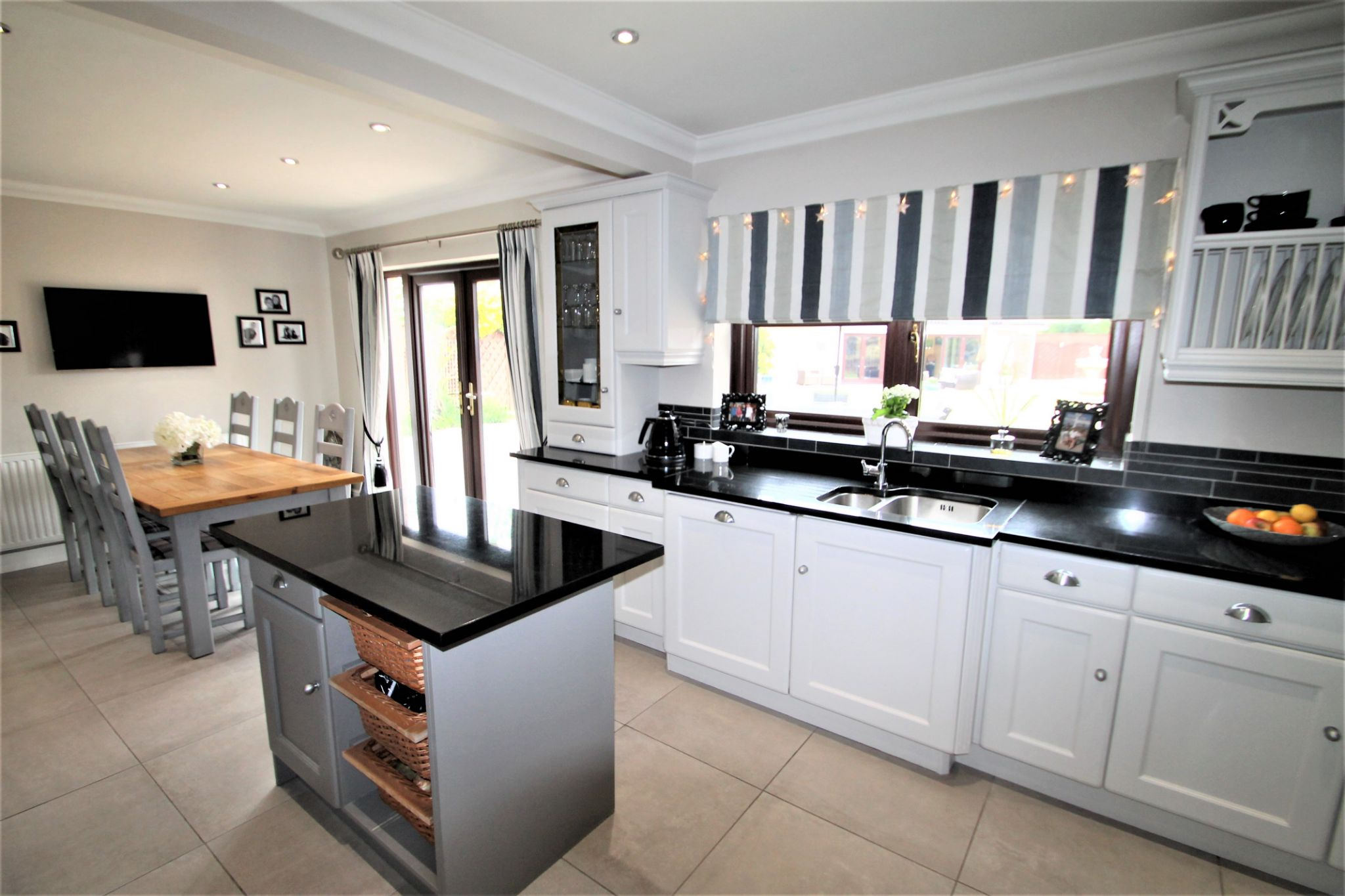 5 Bedroom Detached House For Sale - Kitchen/Diner