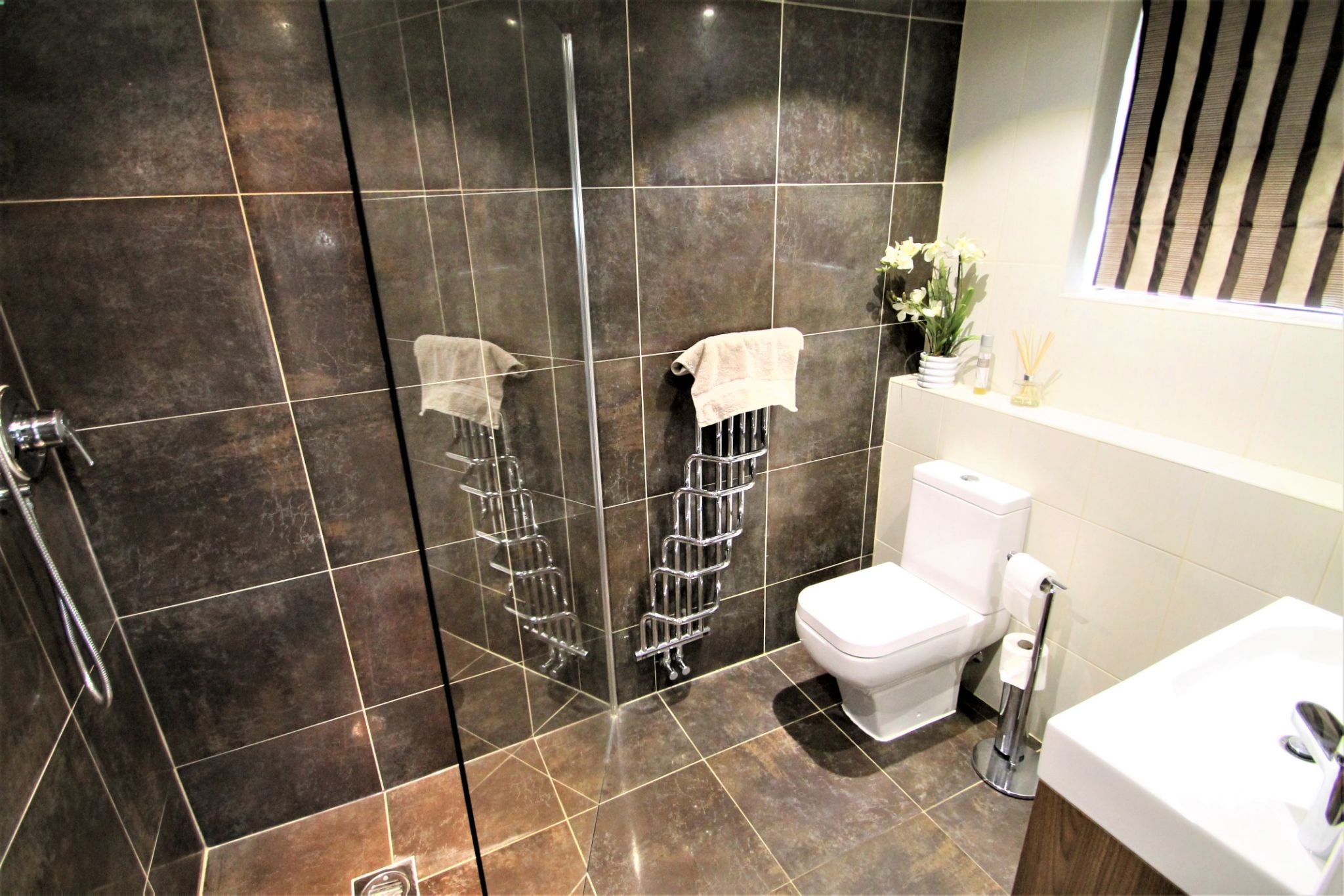 5 Bedroom Detached House For Sale - Downstairs Wet Room