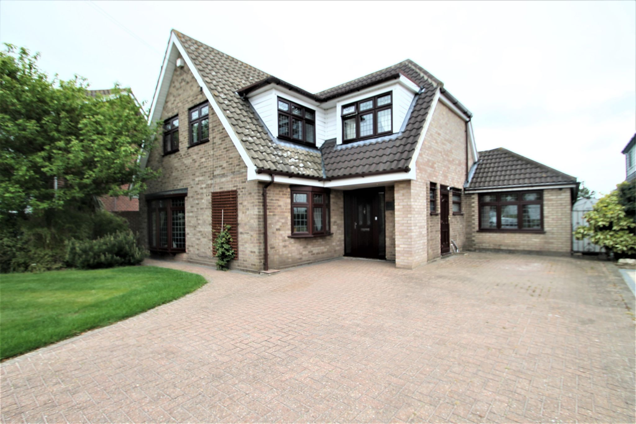 5 Bedroom Detached House For Sale - Exterior