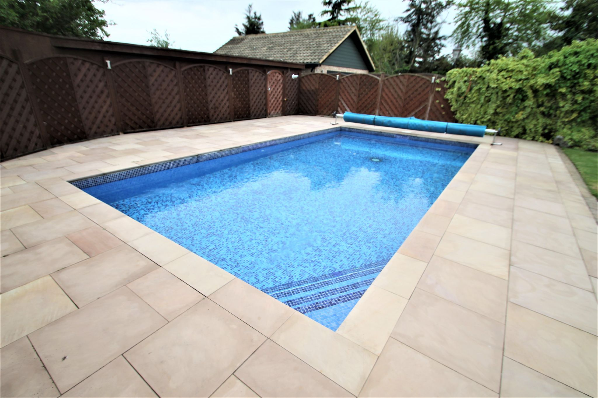 5 Bedroom Detached House For Sale - Swimming Pool