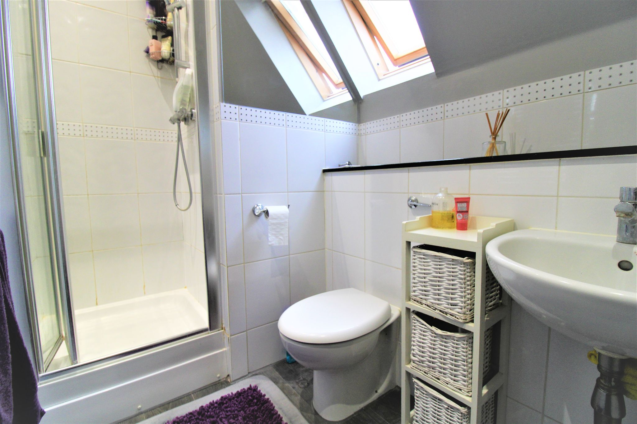 5 Bedroom Detached House For Sale - Family Bathroom 2
