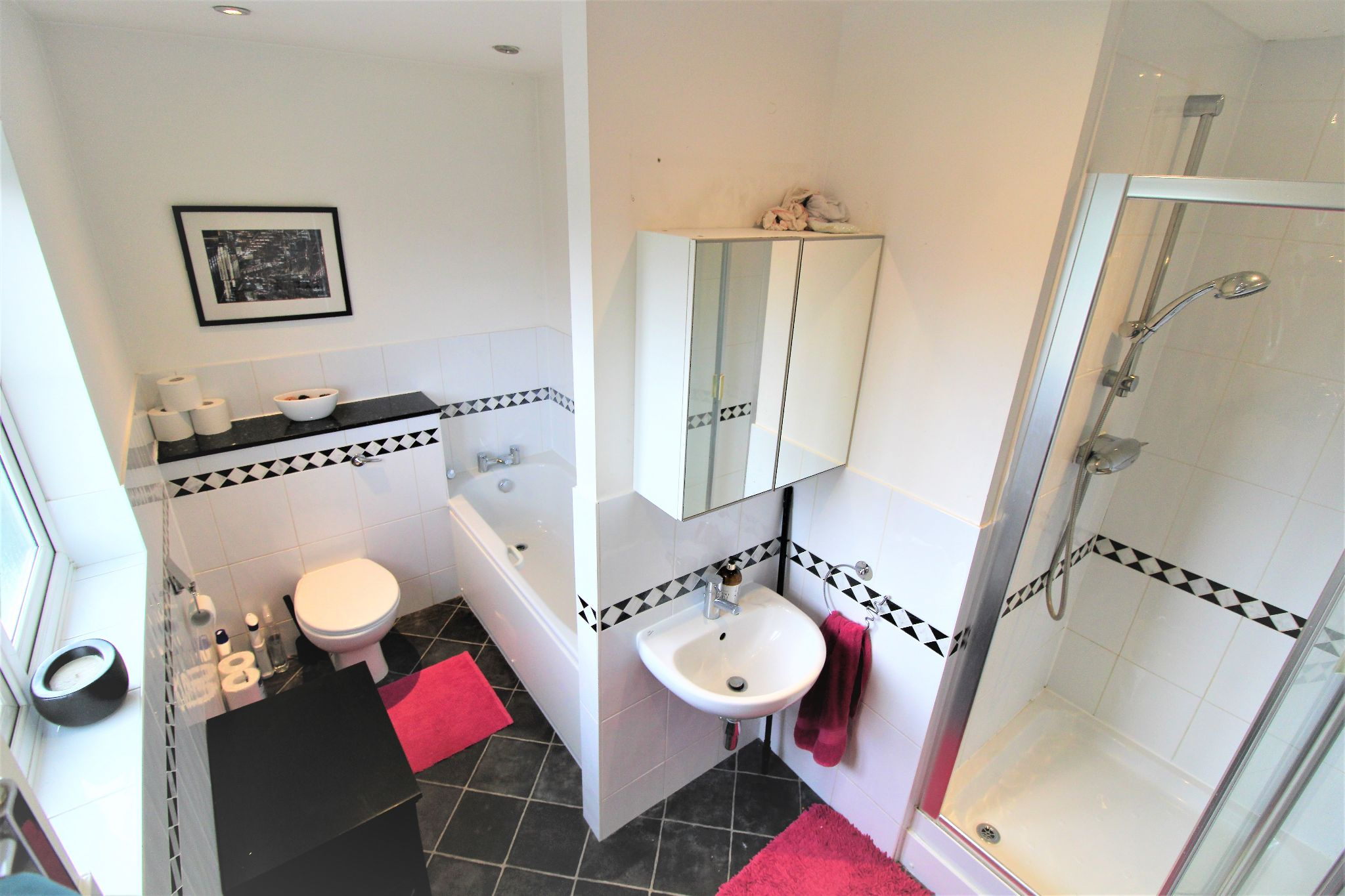 5 Bedroom Detached House For Sale - Family Bathrooom 1