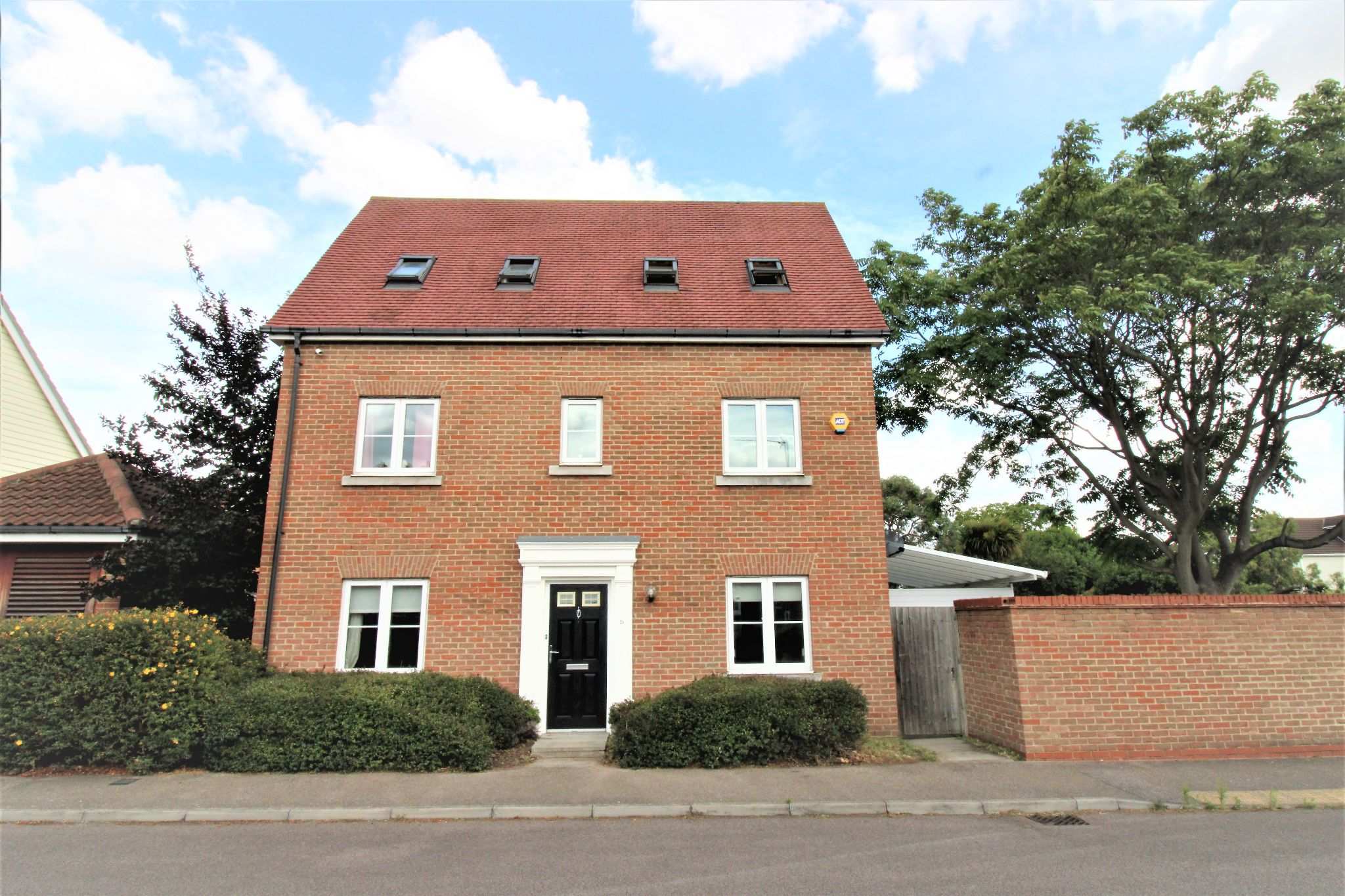5 Bedroom Detached House For Sale - Front