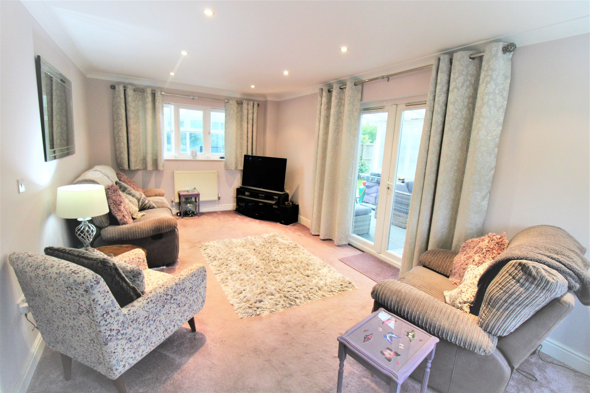 5 Bedroom Detached House For Sale - Living Room