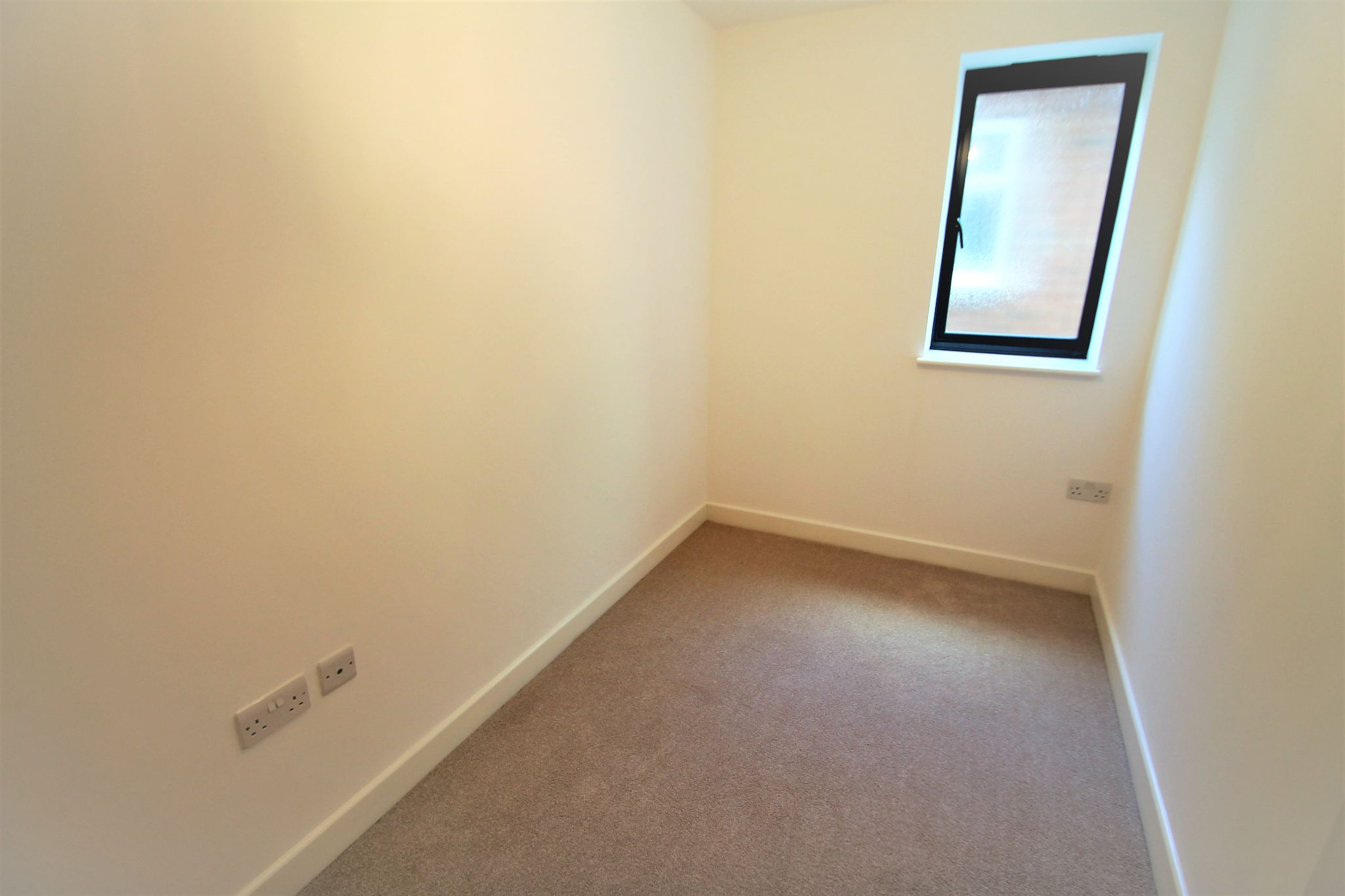 2 Bedroom Ground Floor Flat/apartment For Sale - Photograph 7