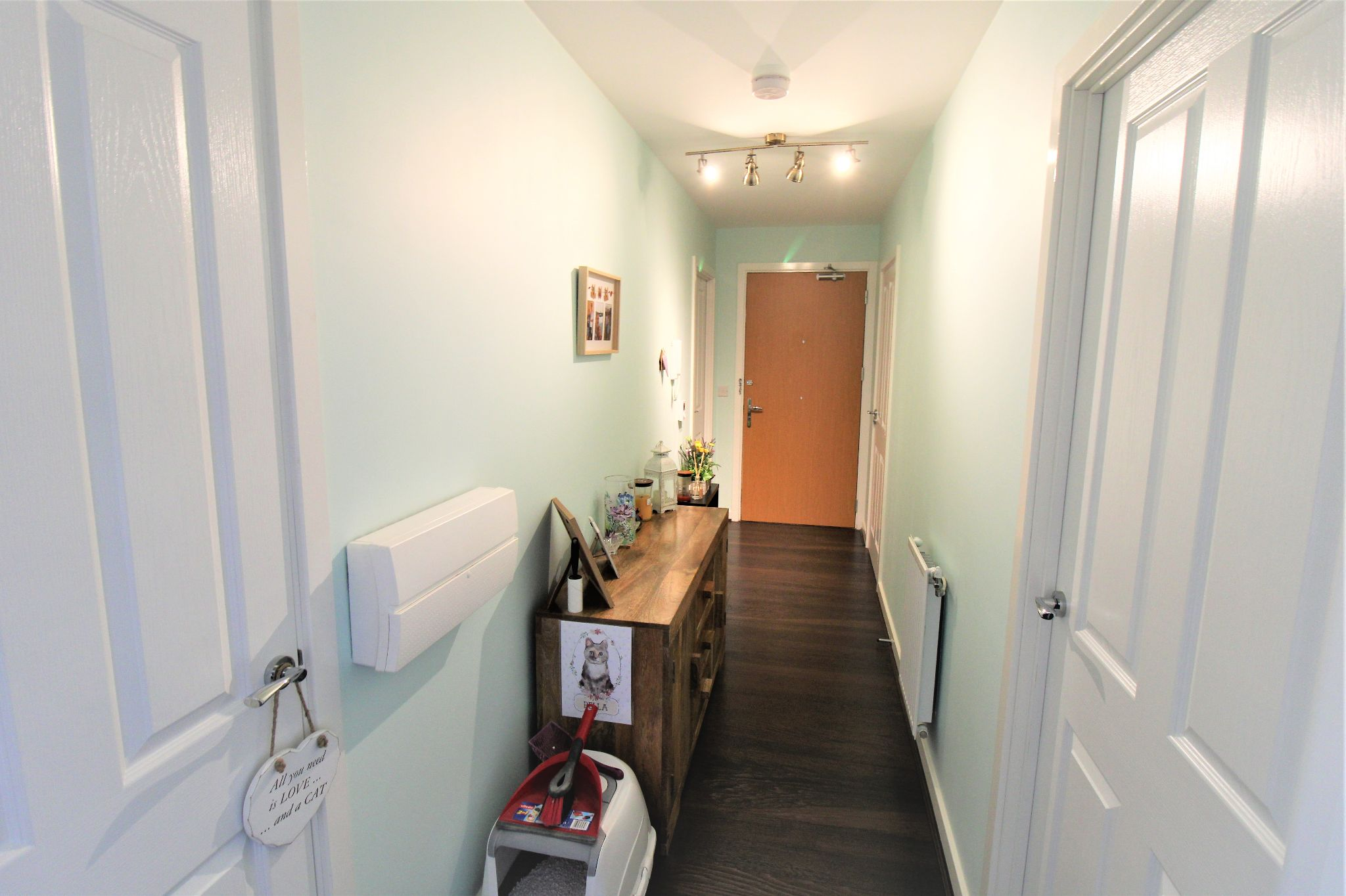 2 Bedroom Apartment Flat/apartment For Sale - Hallway