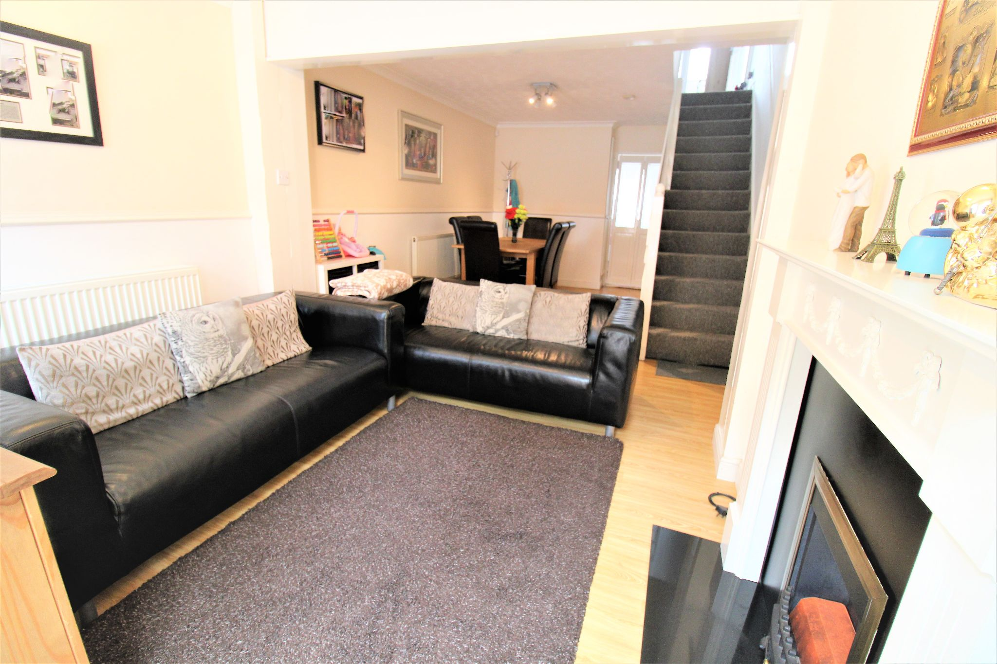 2 Bedroom Mid Terraced House For Sale - Living & dining Room