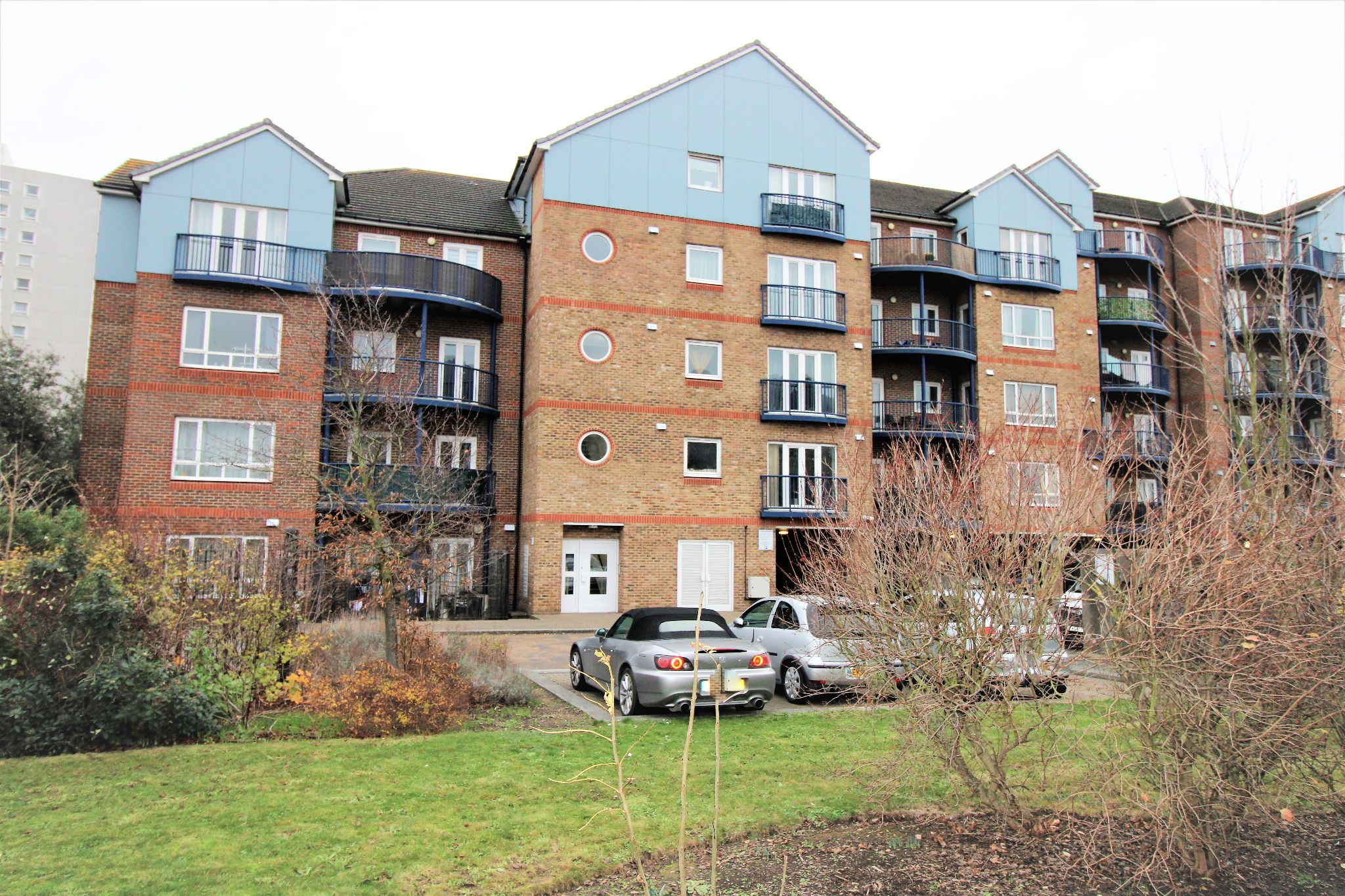 1 Bedroom Apartment Flat/apartment For Sale - Photograph 1