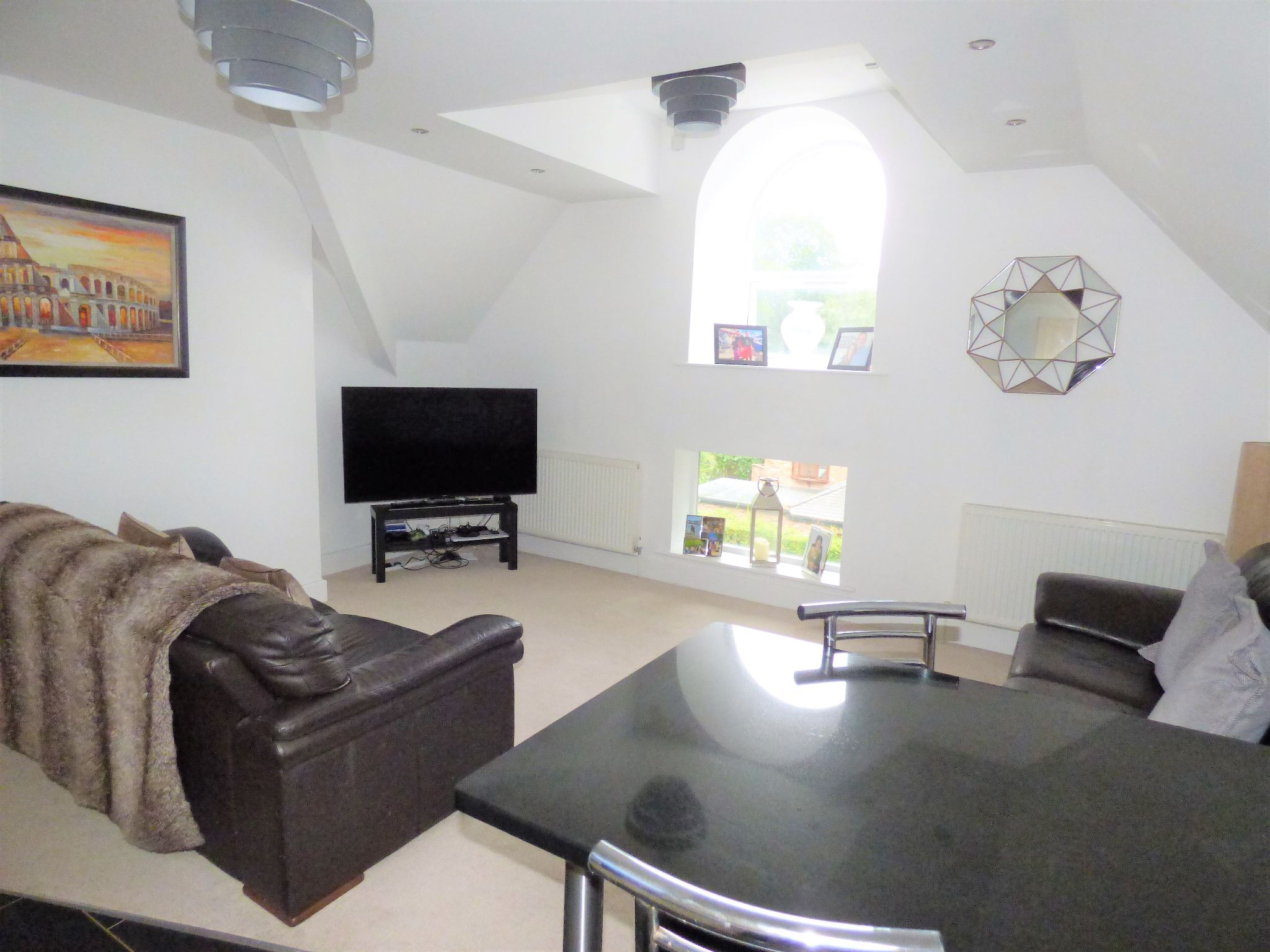 2 Bedroom Penthouse Flat/apartment For Sale - Photograph 5