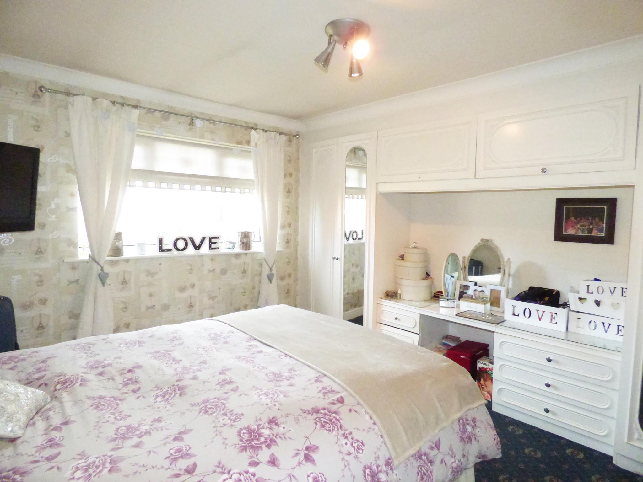 3 Bedroom Detached House For Sale - 0