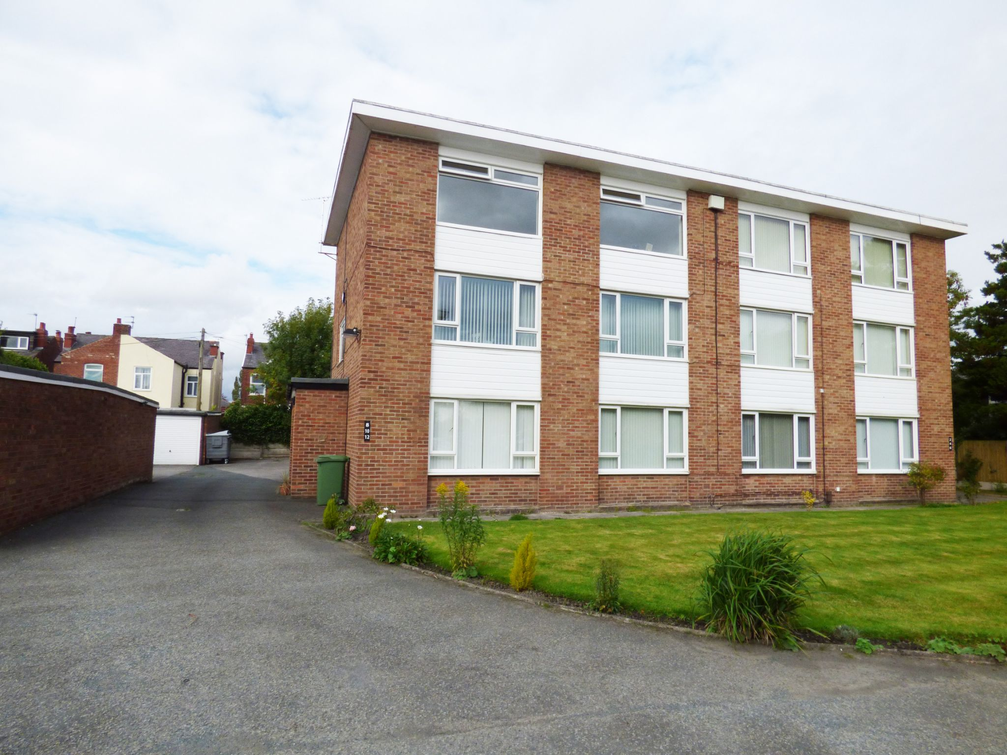 2 Bedroom Apartment Flat/apartment For Sale - Photograph 1