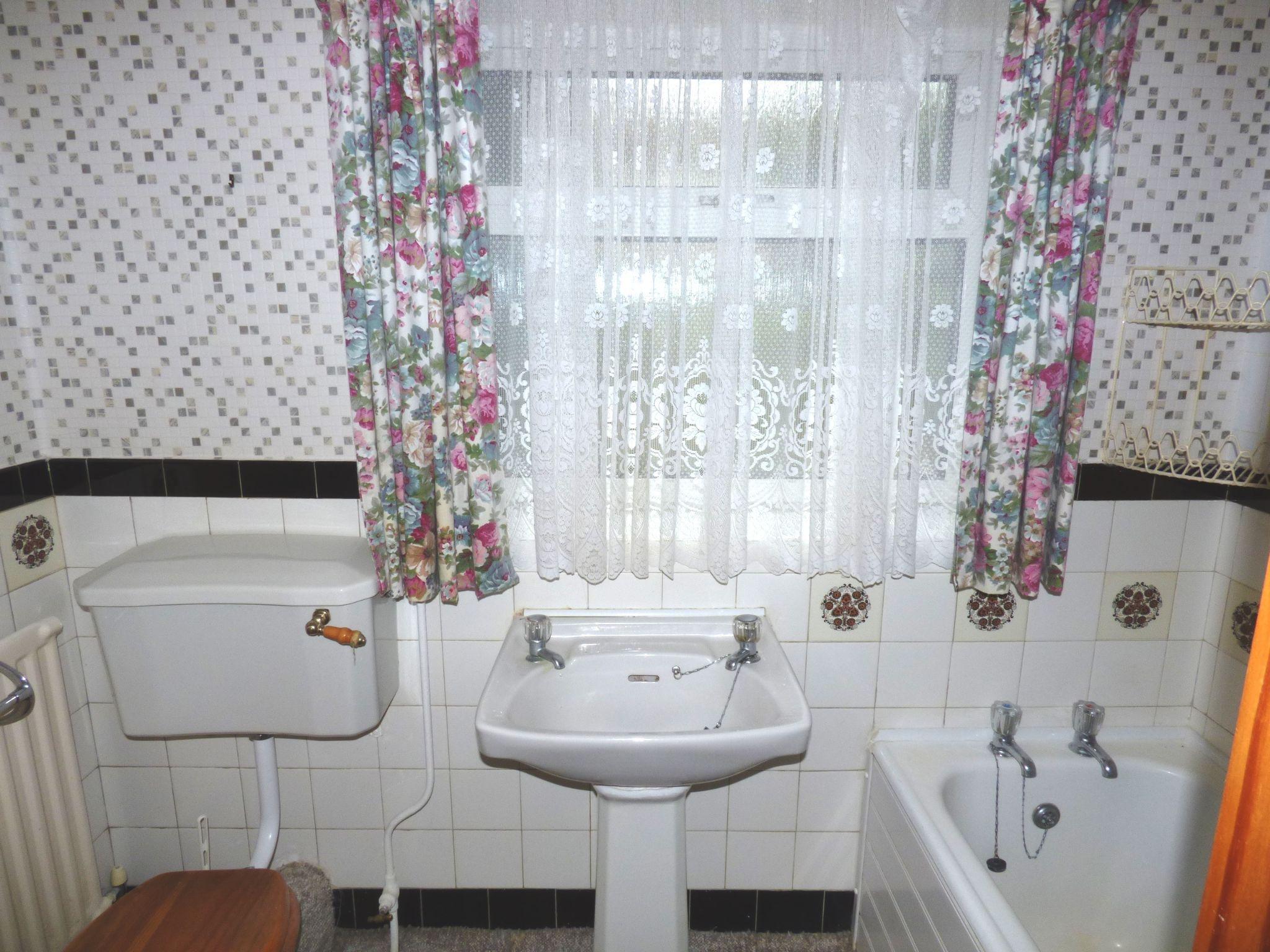 2 Bedroom Semi-detached Bungalow For Sale - Photograph 7
