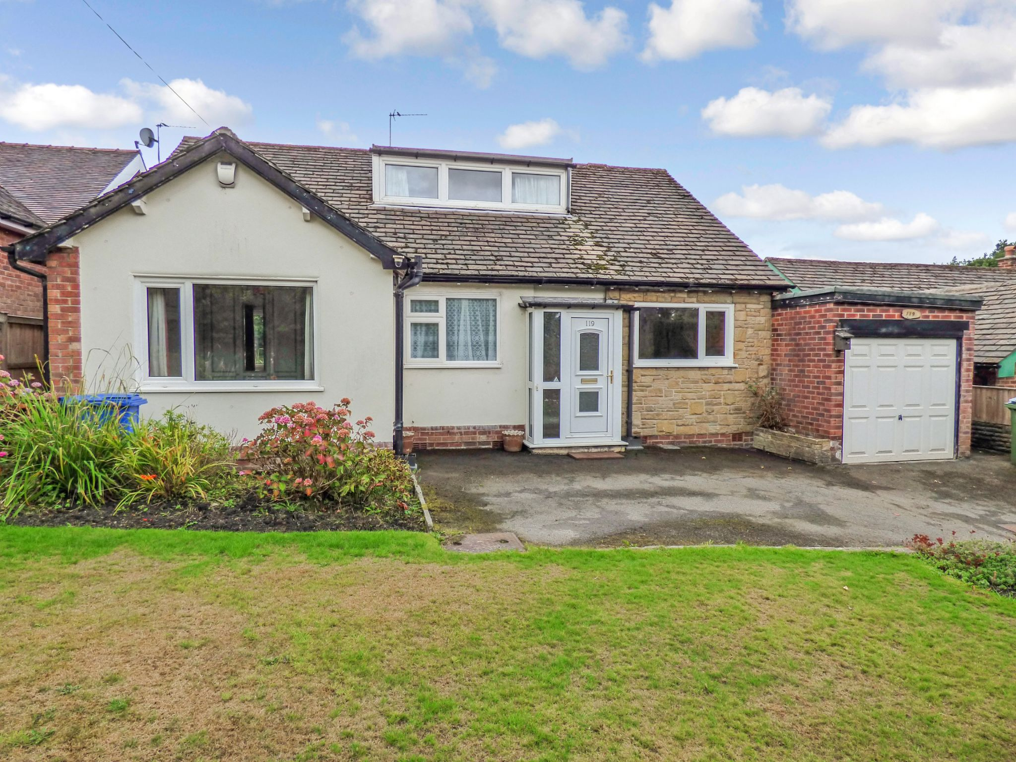 3 Bedroom Detached Bungalow For Sale - Photograph 1