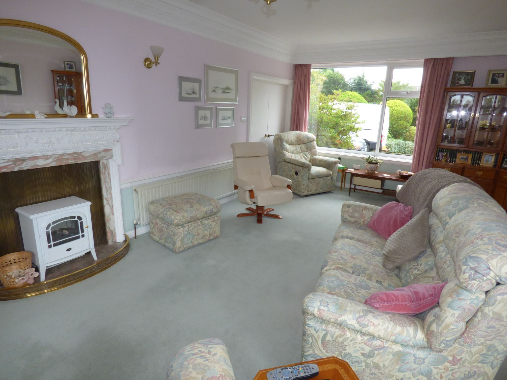 5 Bedroom Detached Bungalow For Sale - Photograph 12