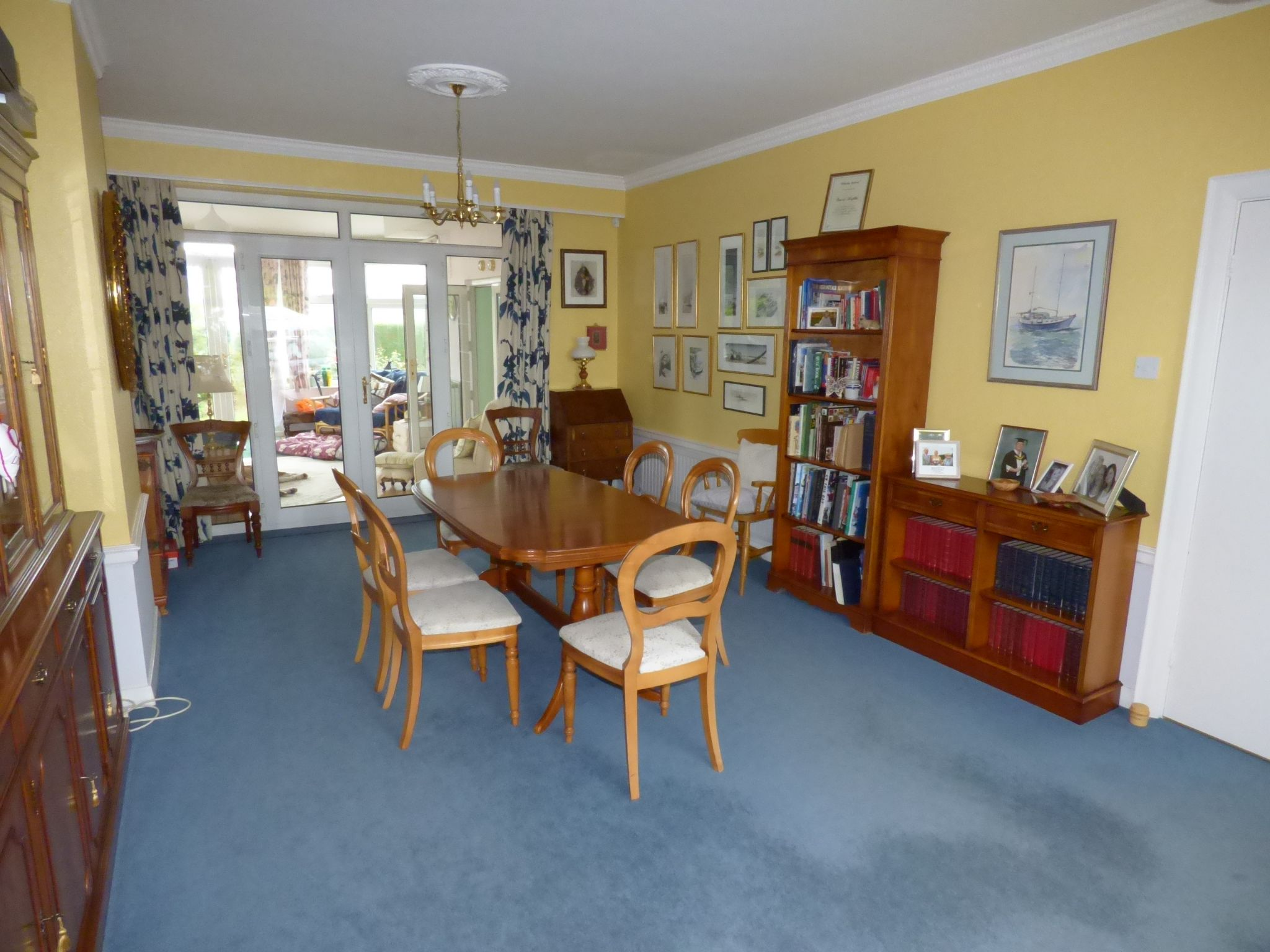 5 Bedroom Detached Bungalow For Sale - Photograph 7