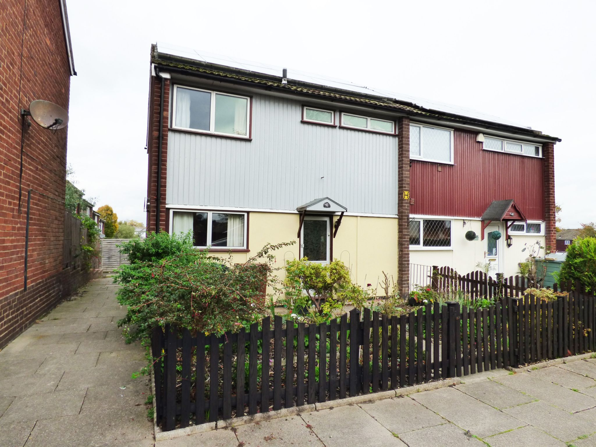 3 Bedroom Semi-detached House For Sale in 40 Wessenden Bank