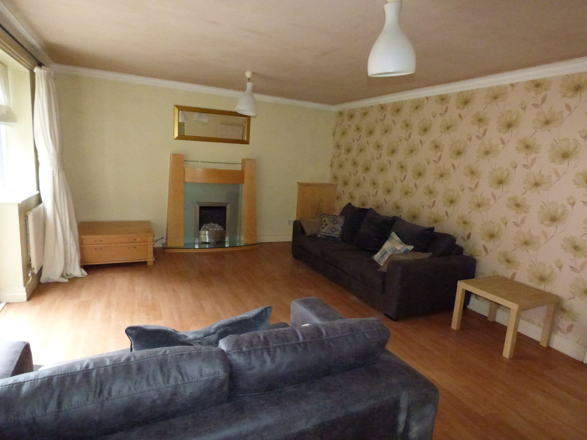 6 Bedroom Detached House For Sale - Photograph 4