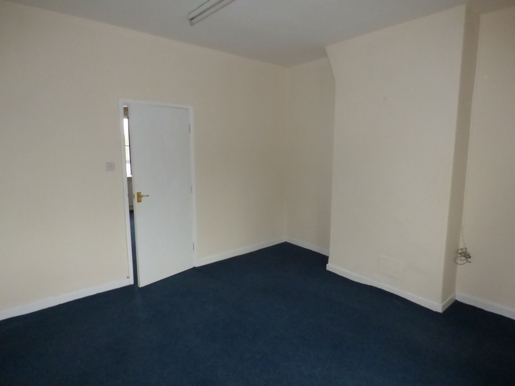 Retail Property (high Street) To Rent - Photograph 4