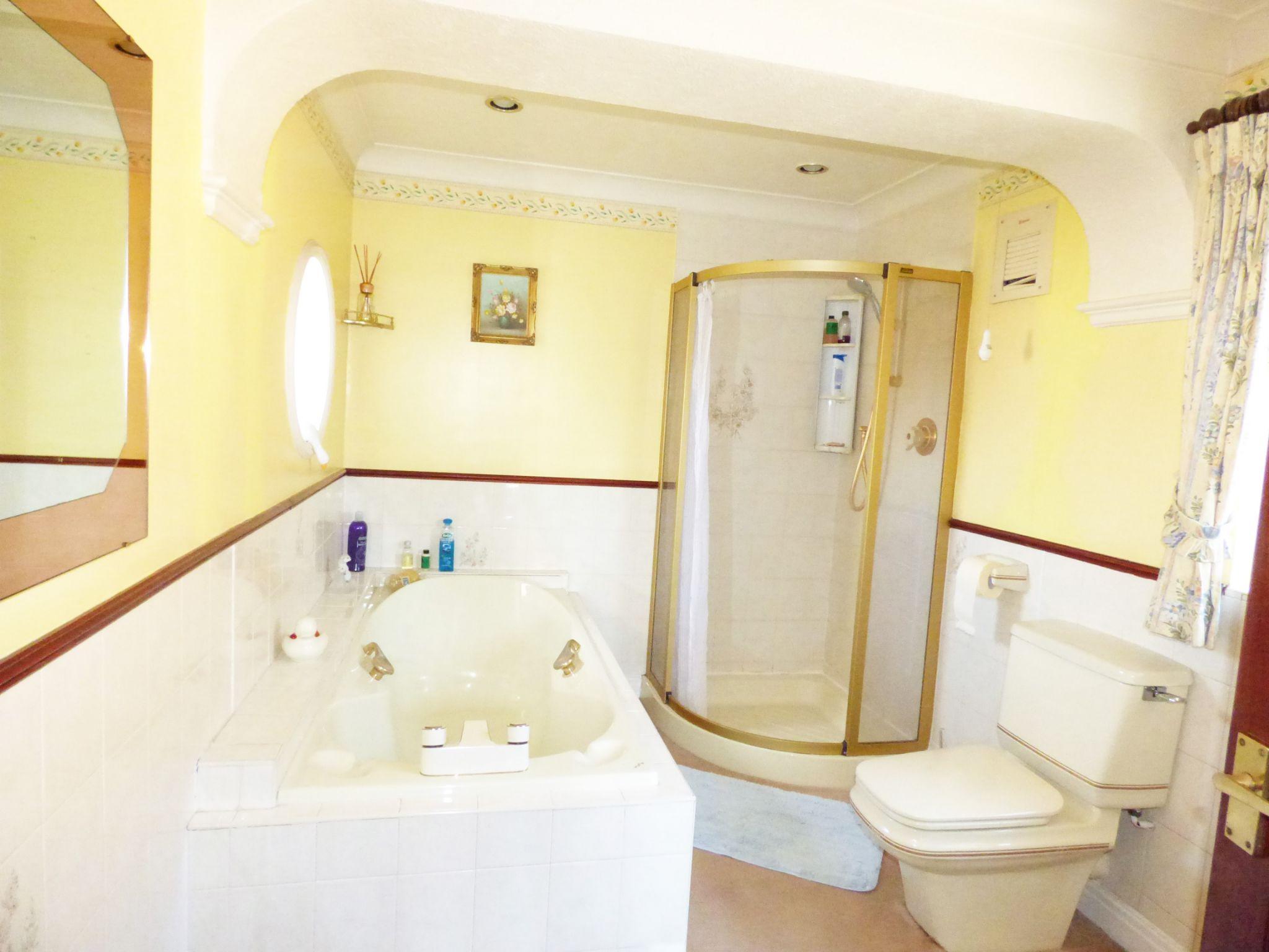 3 Bedroom Detached House For Sale - Bathroom