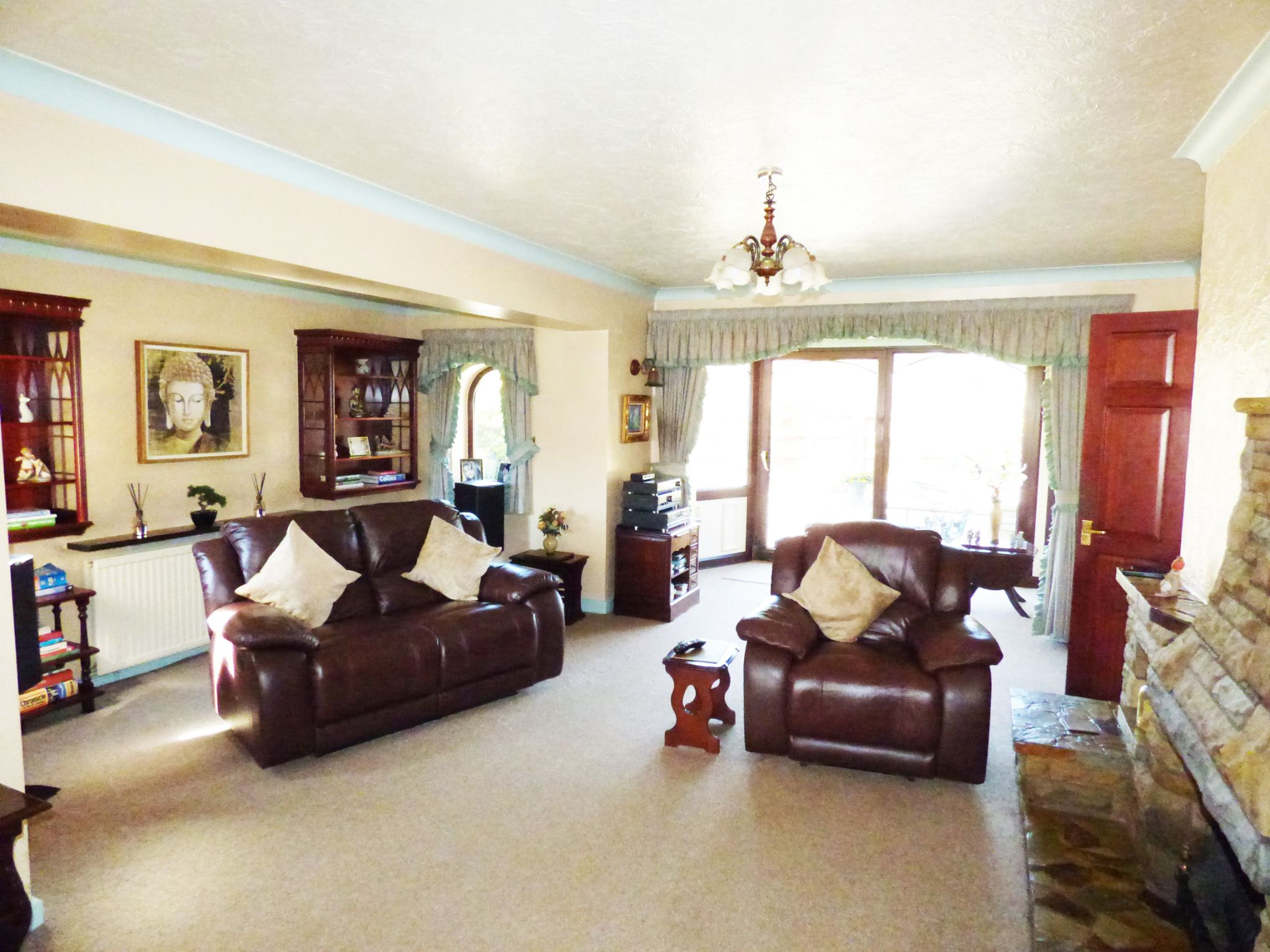 3 Bedroom Detached House For Sale - Lounge 1