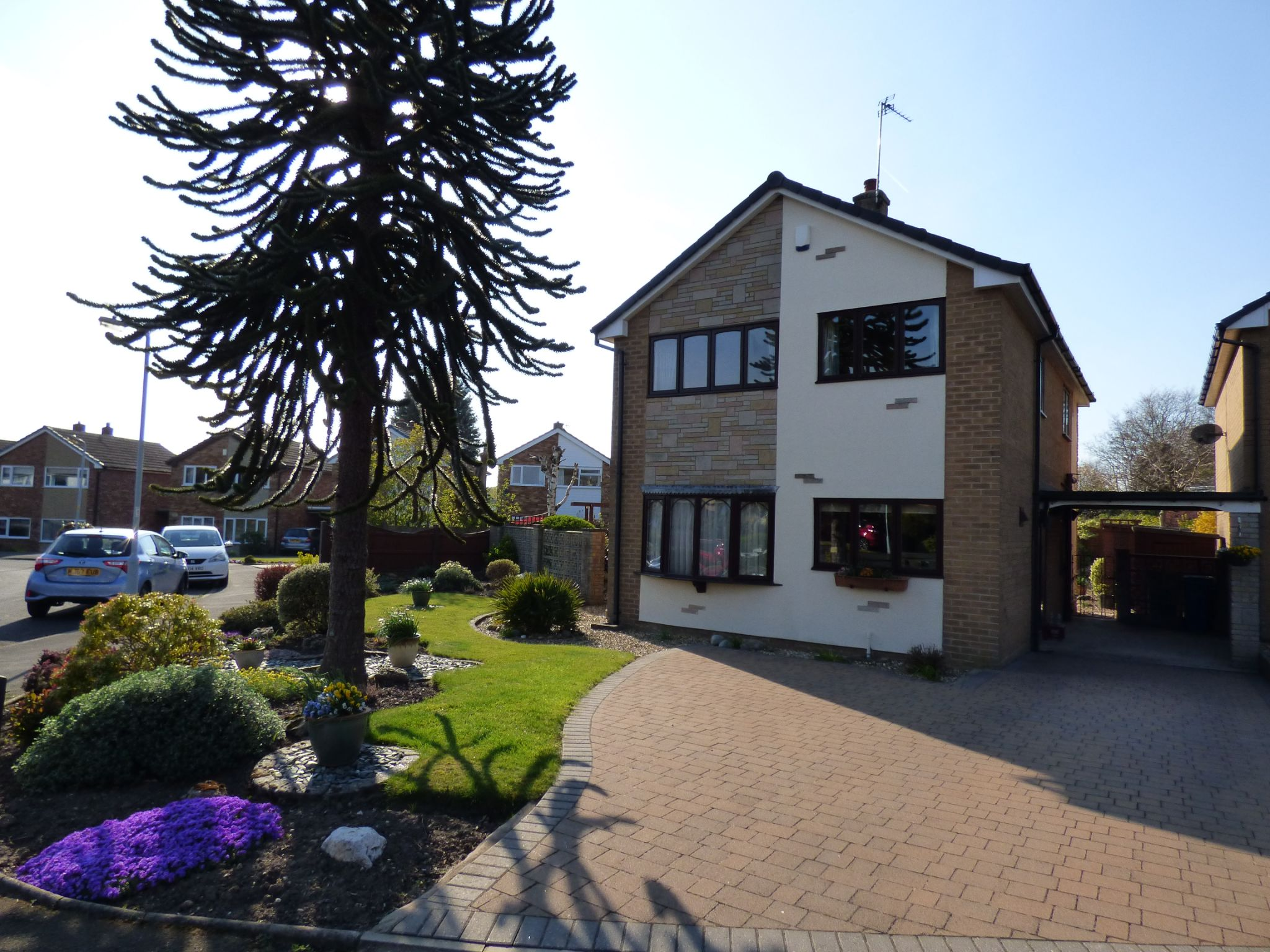 3 Bedroom Detached House For Sale - Front Driveway View