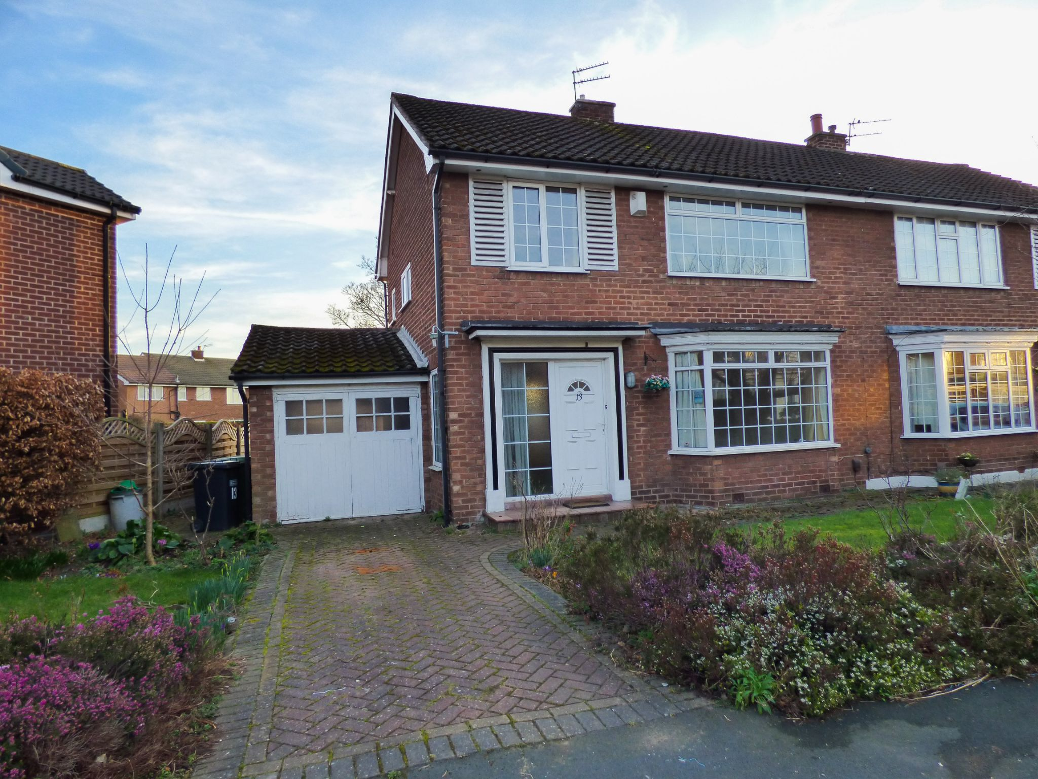 3 Bedroom Semi-detached House For Sale - 1