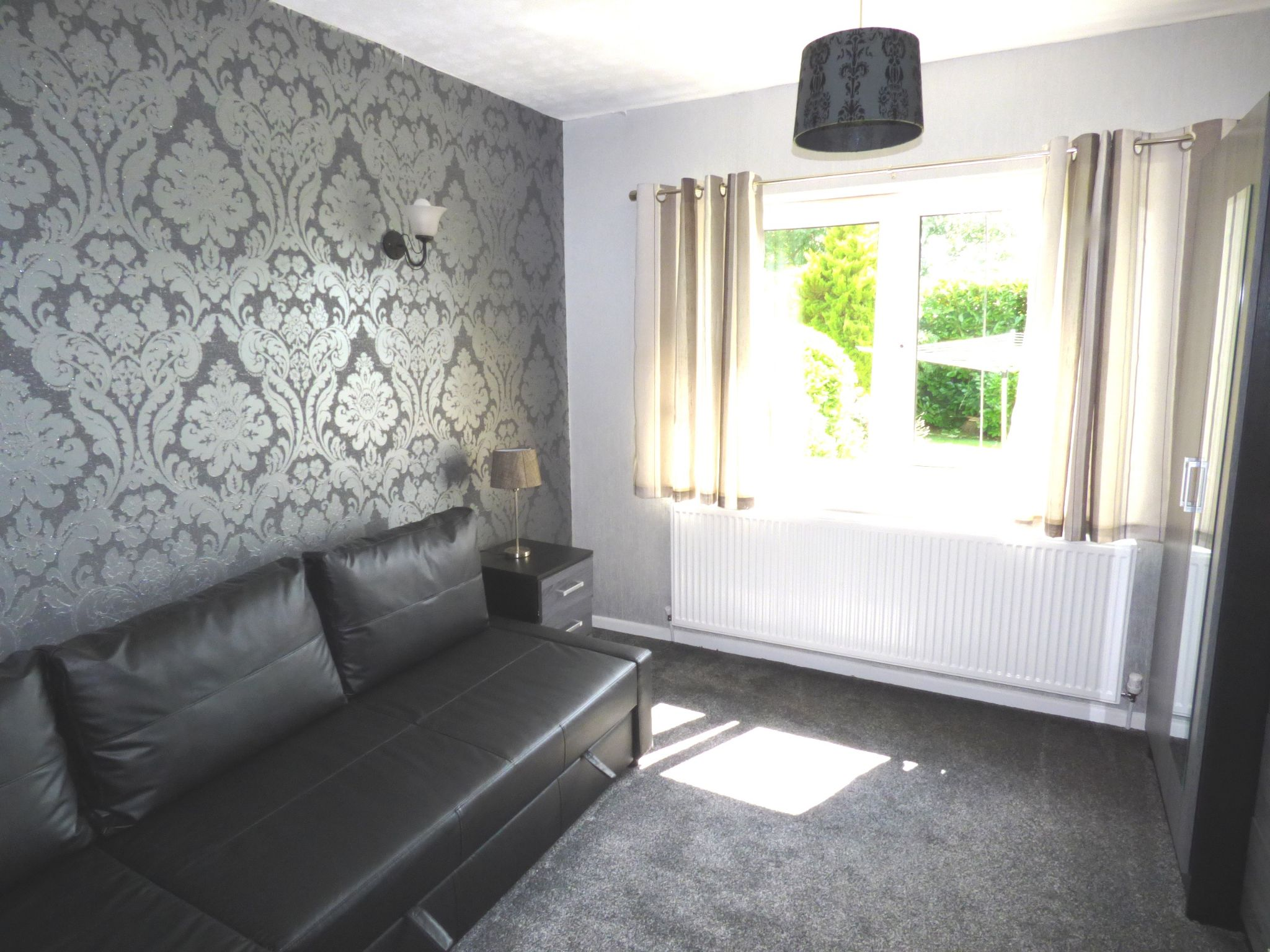 5 Bedroom Detached Bungalow For Sale - Photograph 8